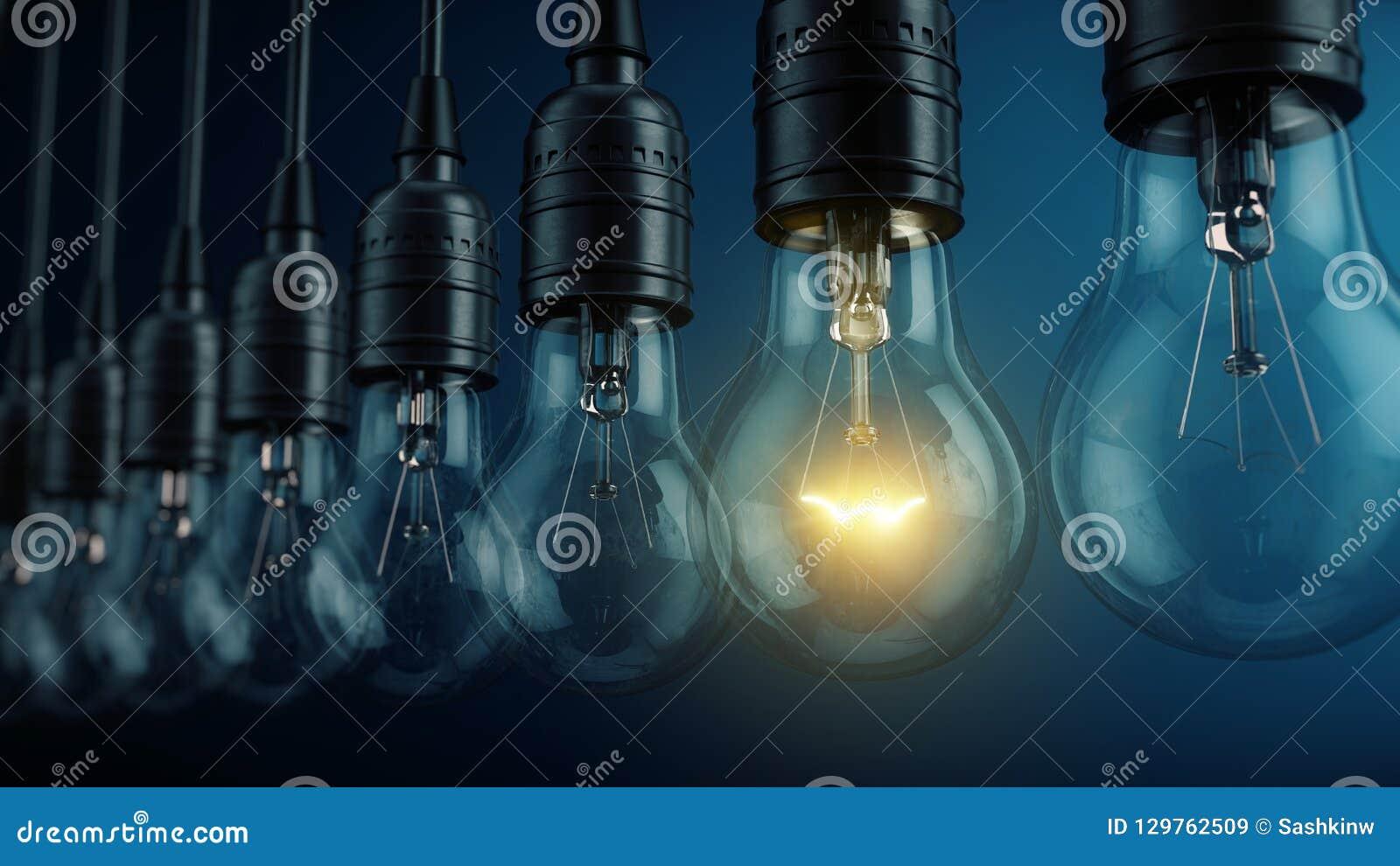 Uniek, uniciteit, nieuw ideeconcept - Gloeiende elektrische bollamp op een rij van lampen