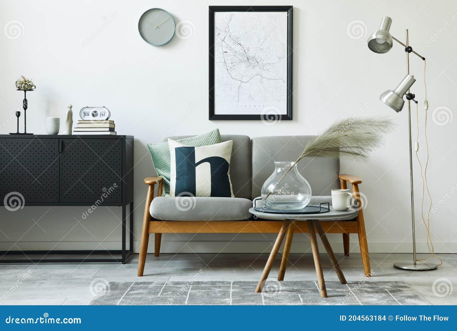 Unieke Loft Interieur Met Groene Comfortabele Sofa Ontwerpmeubelen Modelleren Poster Kaart Tapijtplanten Decoratie Stock Foto Afbeelding Bestaande Uit Spatie Familie 204563184