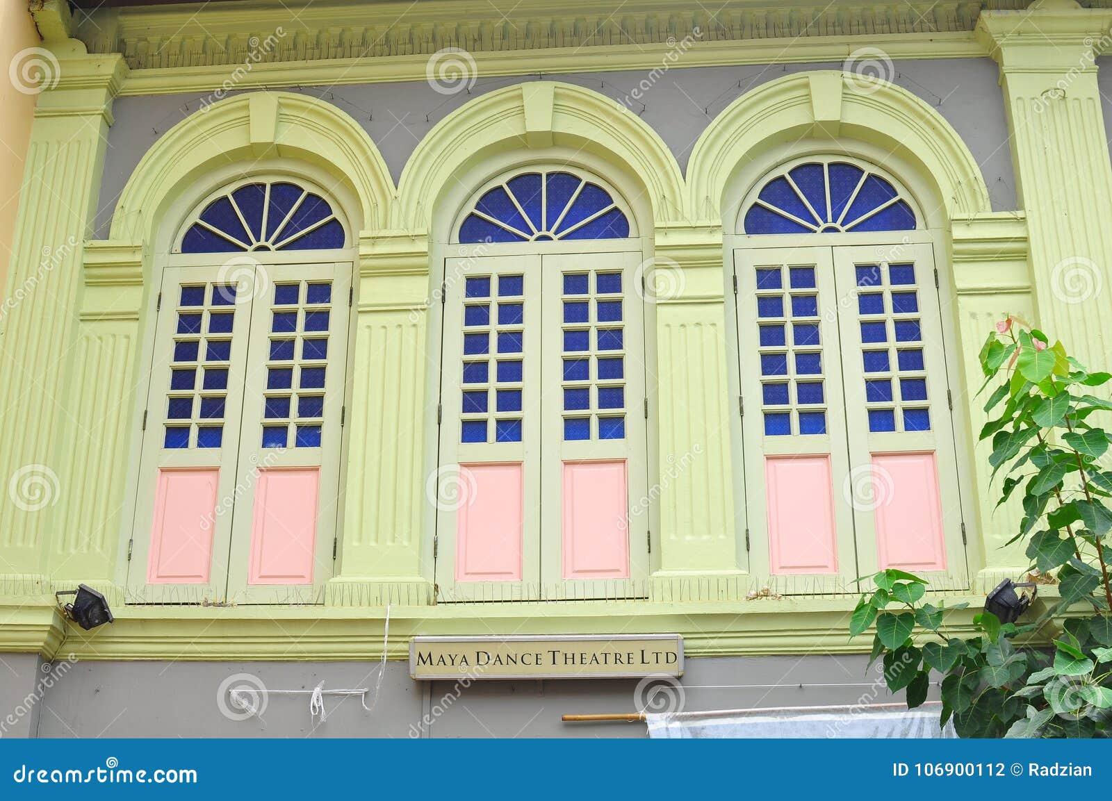 Unikalni tradycyjni kolorowi okno w Małym India, Singapur
