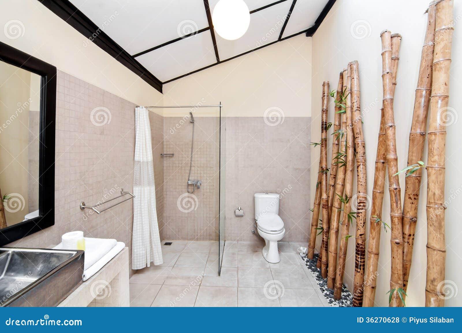 Unikt och klassiskt badrum royaltyfria bilder   bild: 36270589