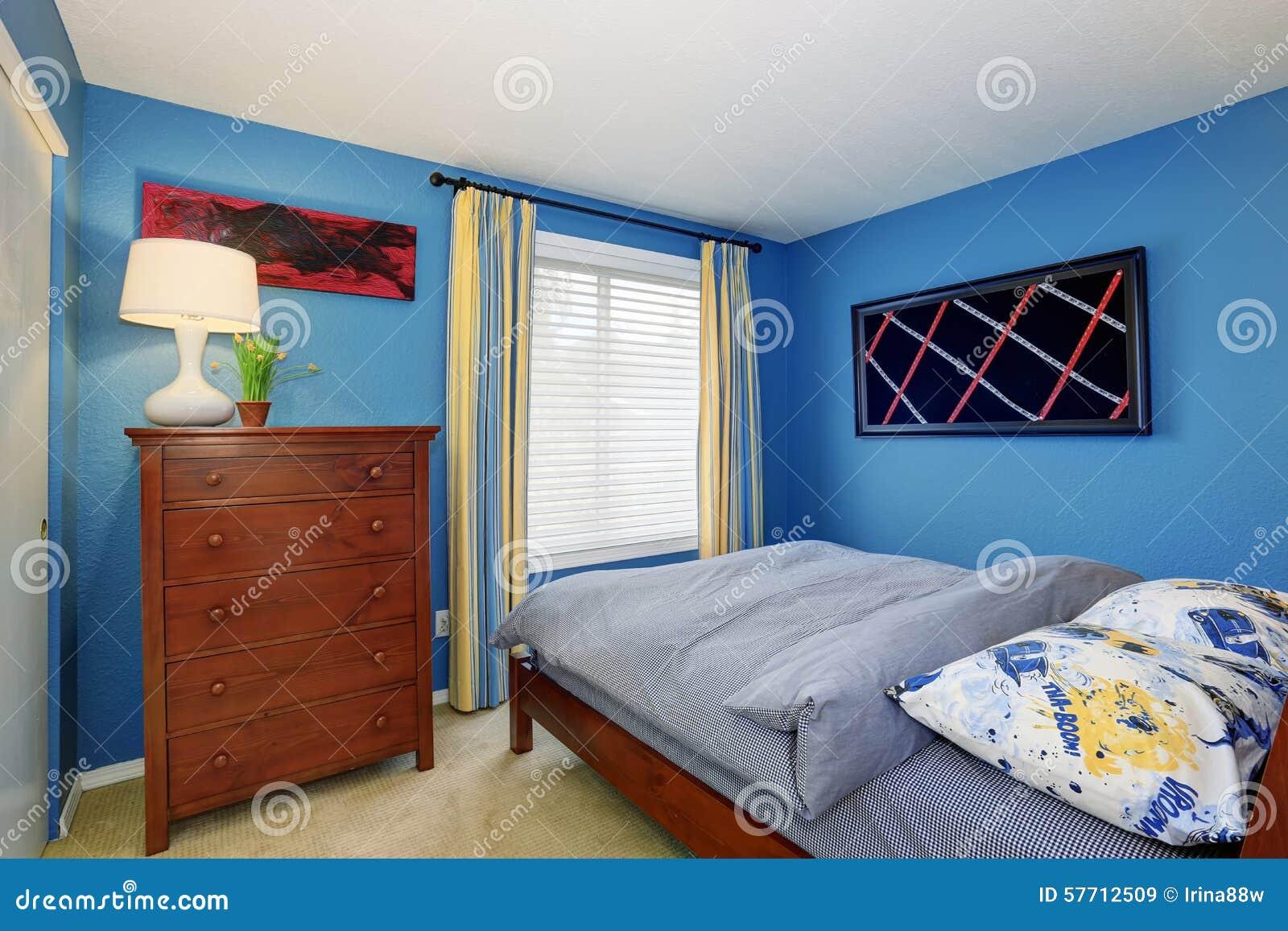 Unikt sovrum med den ljusa blåa inre arkivfoto   bild: 57712509