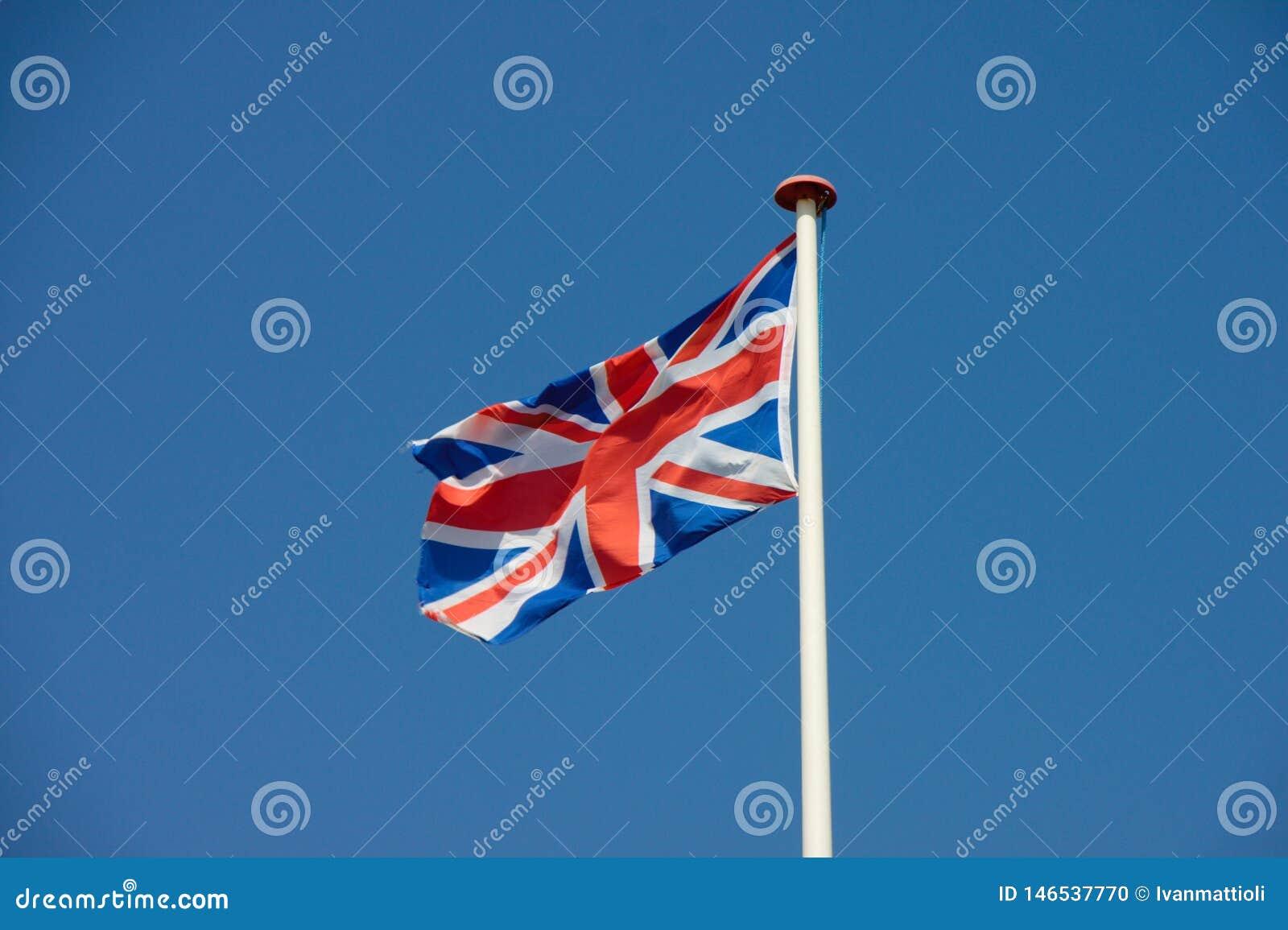 Union Jack, aleteo BRITÁNICO de la bandera en el viento
