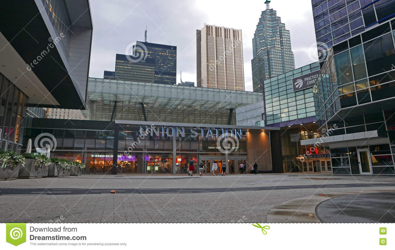 how to get to union station toronto