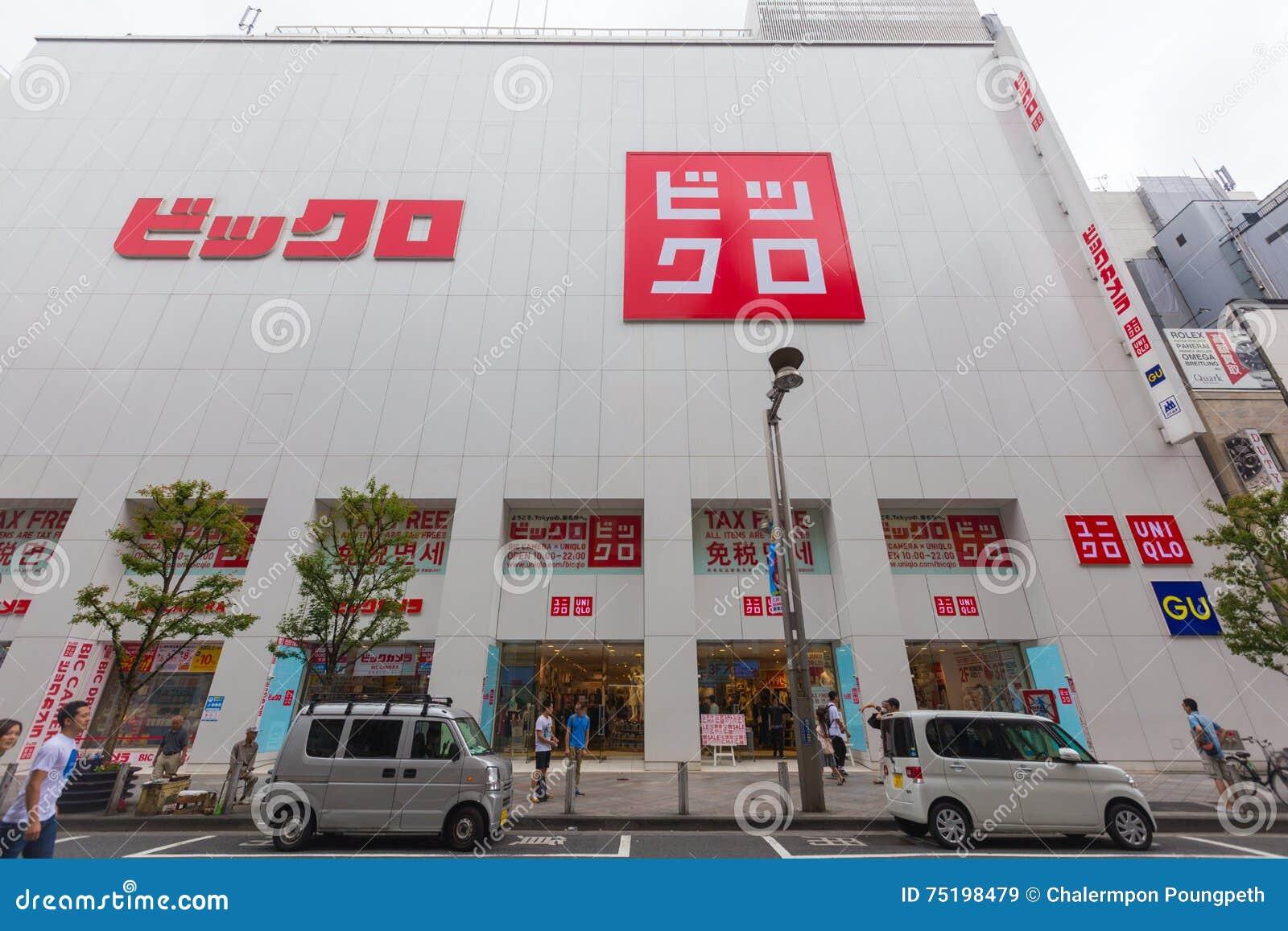 uniqlo store in shinjuku japan