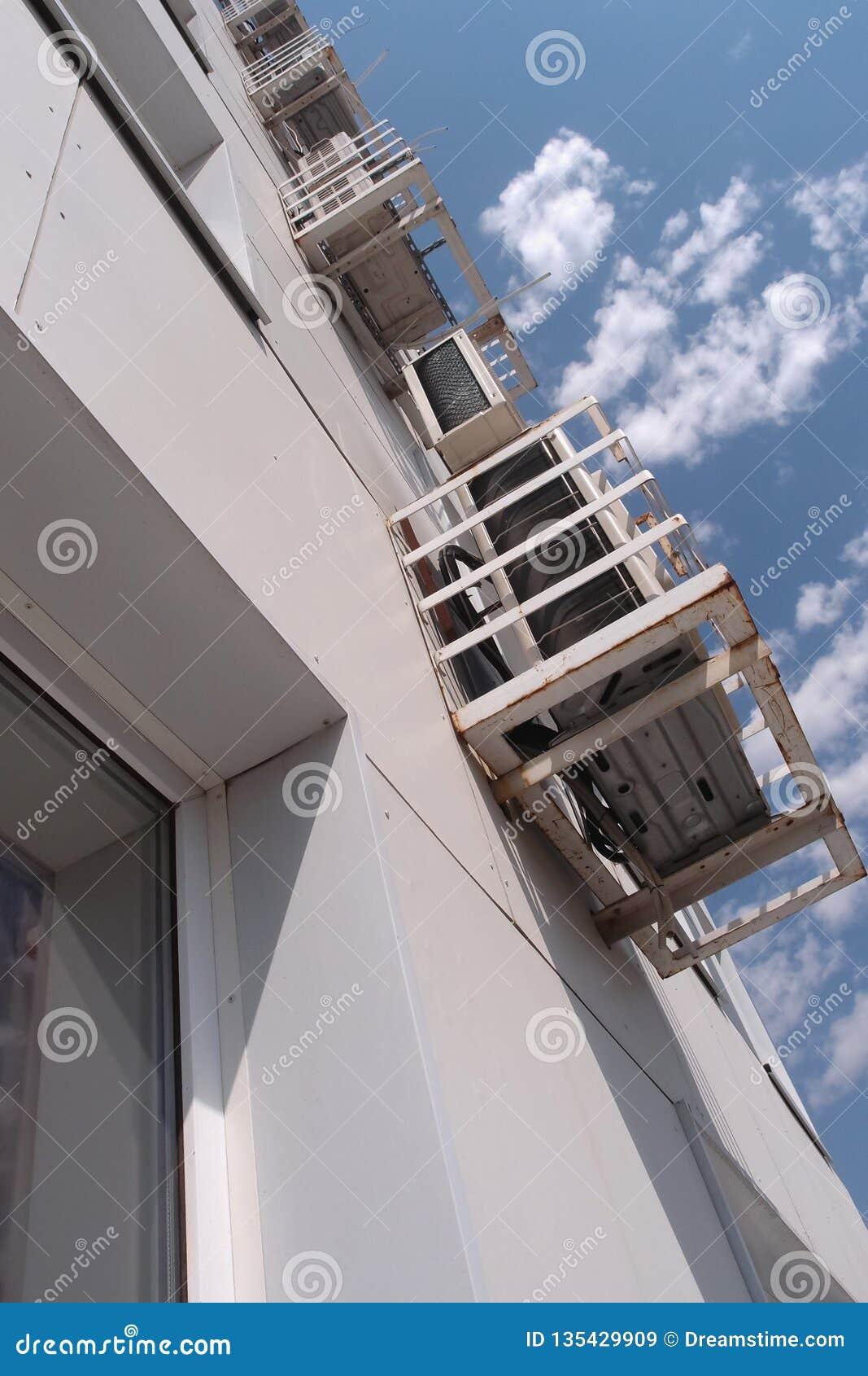 Unità di condizionamento d aria fuori di una costruzione