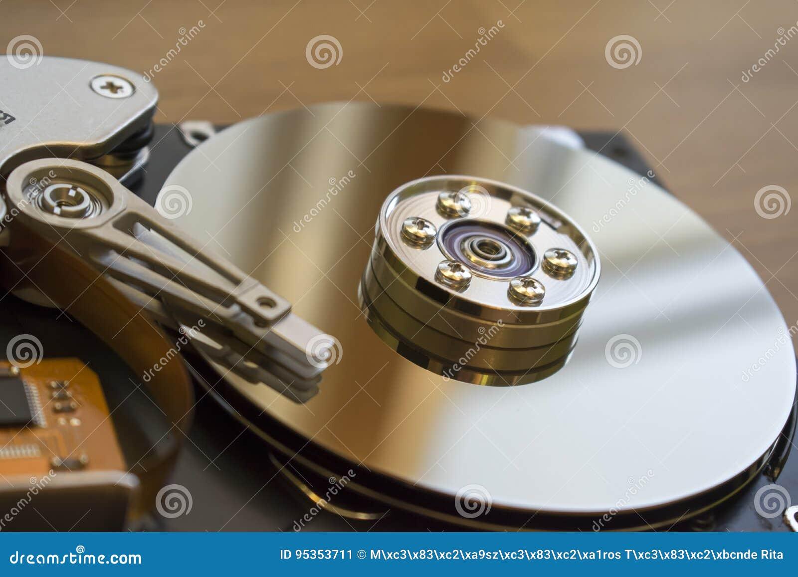 Unité de disque dur démontée à partir de l ordinateur