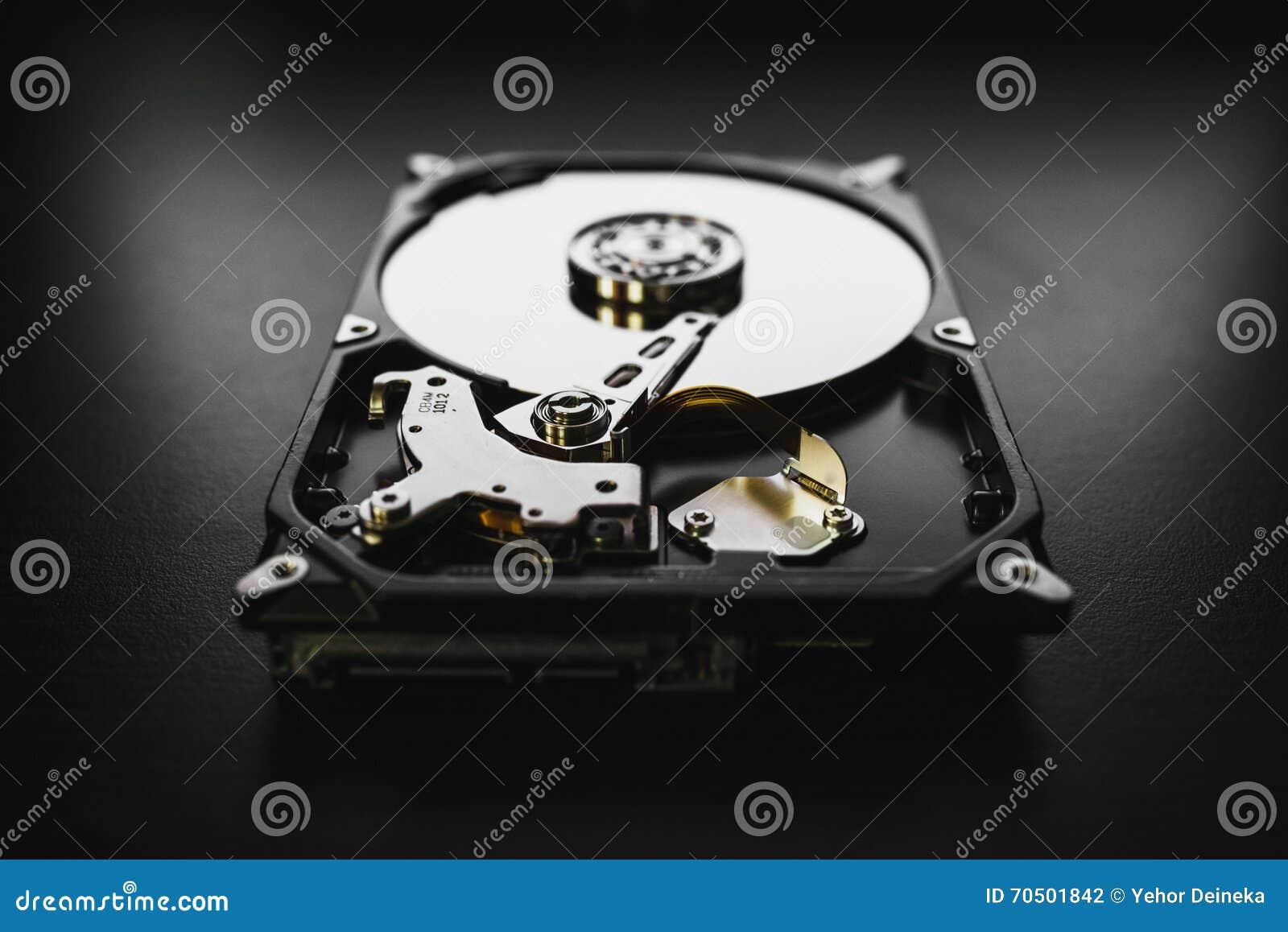 Unité de disque dur démontée à partir de l ordinateur (hdd) avec des effets de miroir Une partie d ordinateur (PC, ordinateur por