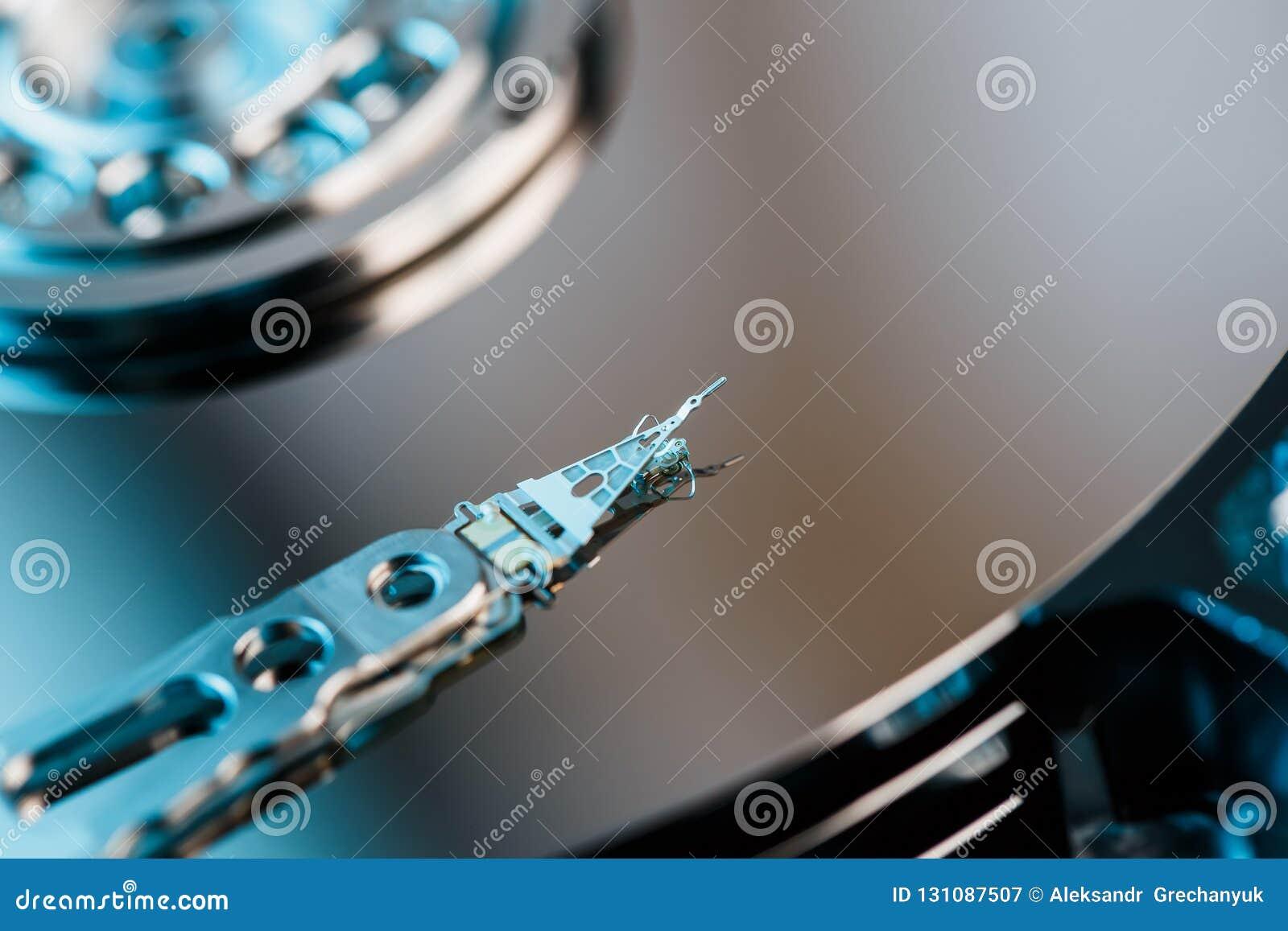 Unité de disque dur démontée à partir de l ordinateur, hdd avec l effet de miroir Unité de disque dur ouverte du hdd d ordinateur