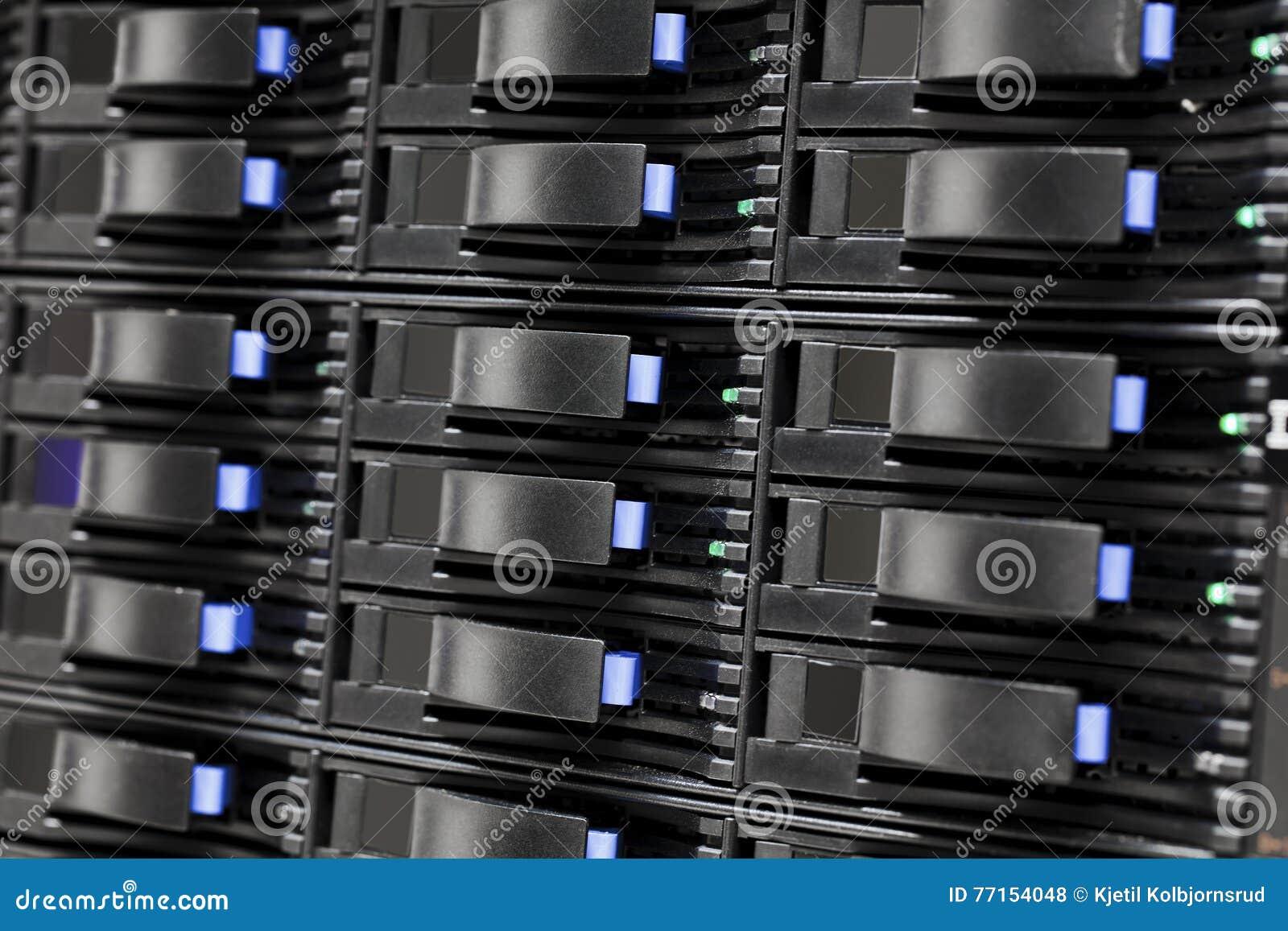 Unités de disque dur de stockage de San dans le grand datacenter