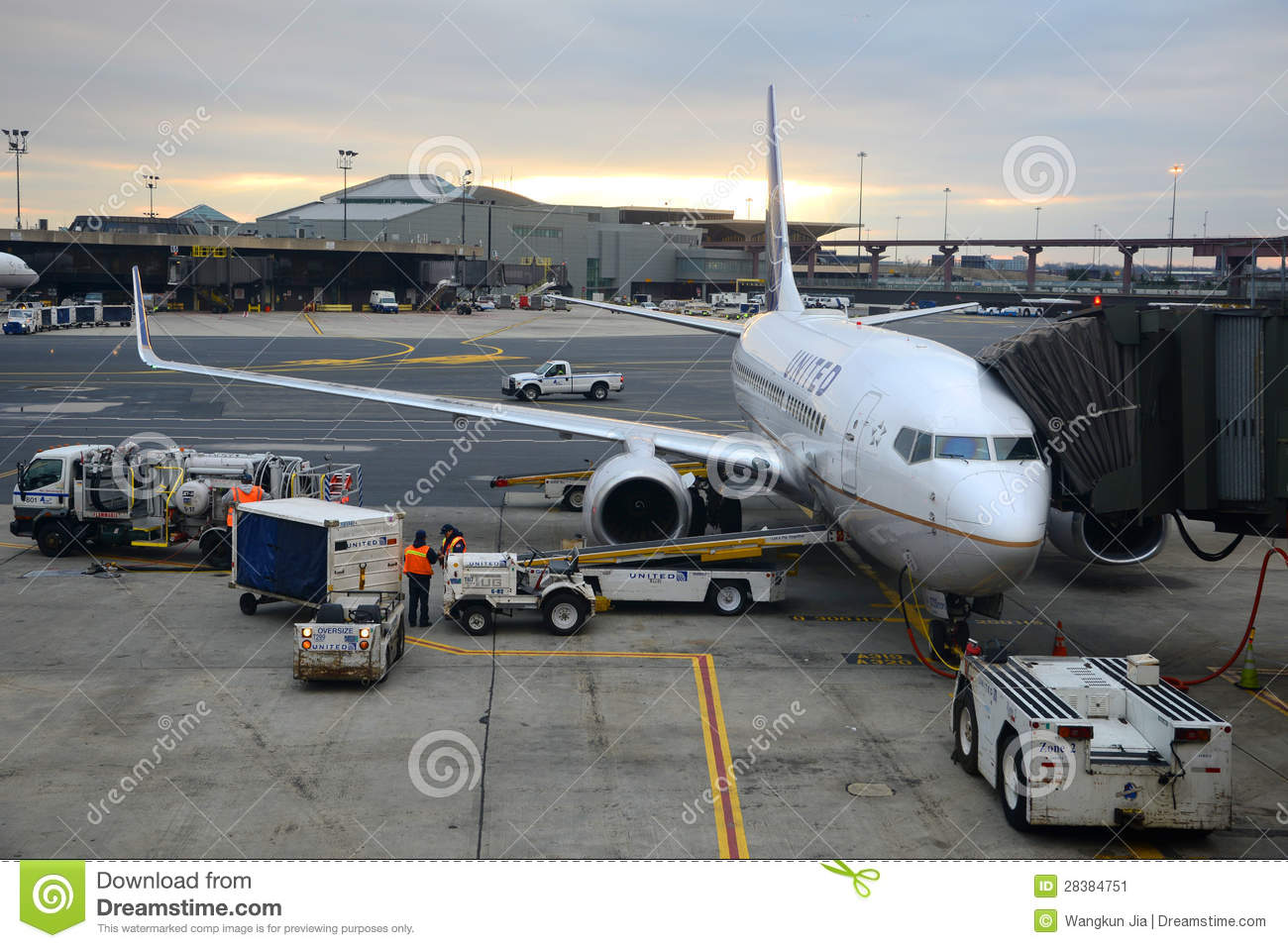 United Airlines Boeing 737 At Newark Airport Editorial Photo - Image ...