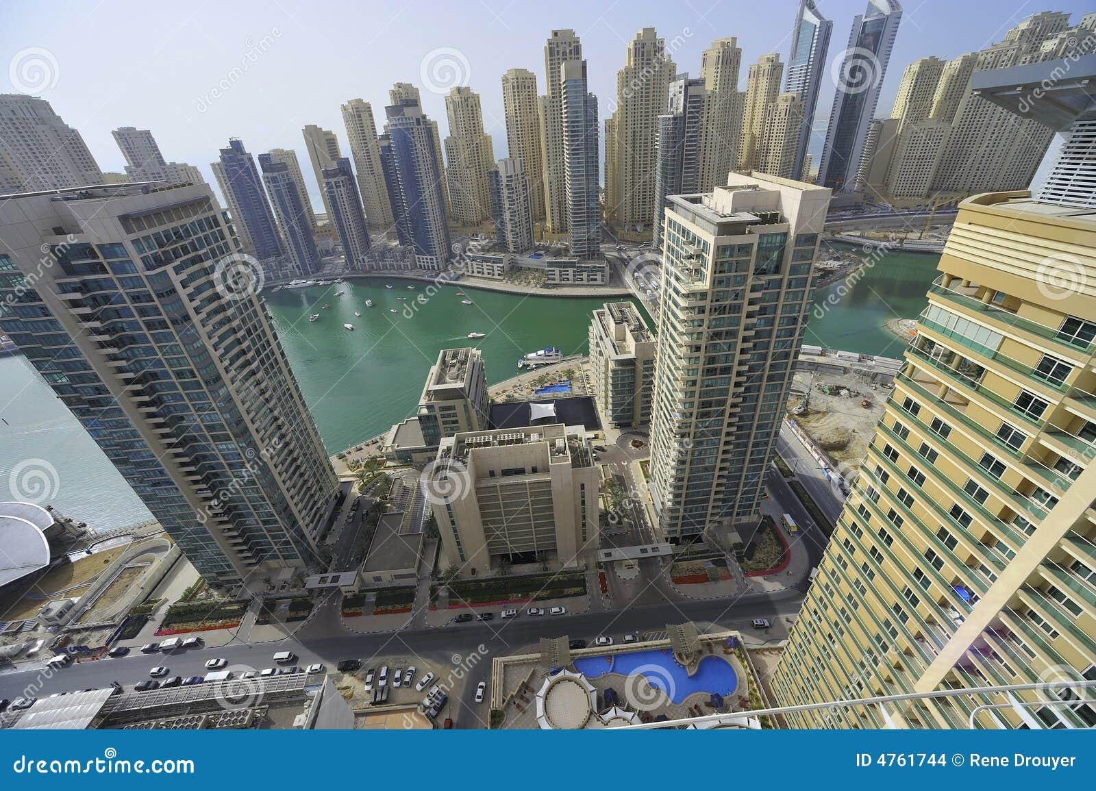 United Arab Emirates: Dubai-Skyline; der Jachthafen