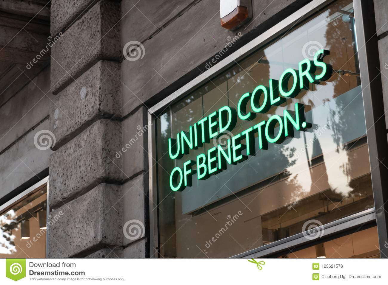 Hacer un nombre Espacioso pasatiempo  United Colors Of Benetton Store Editorial Stock Photo - Image of  accessories, italian: 123621578