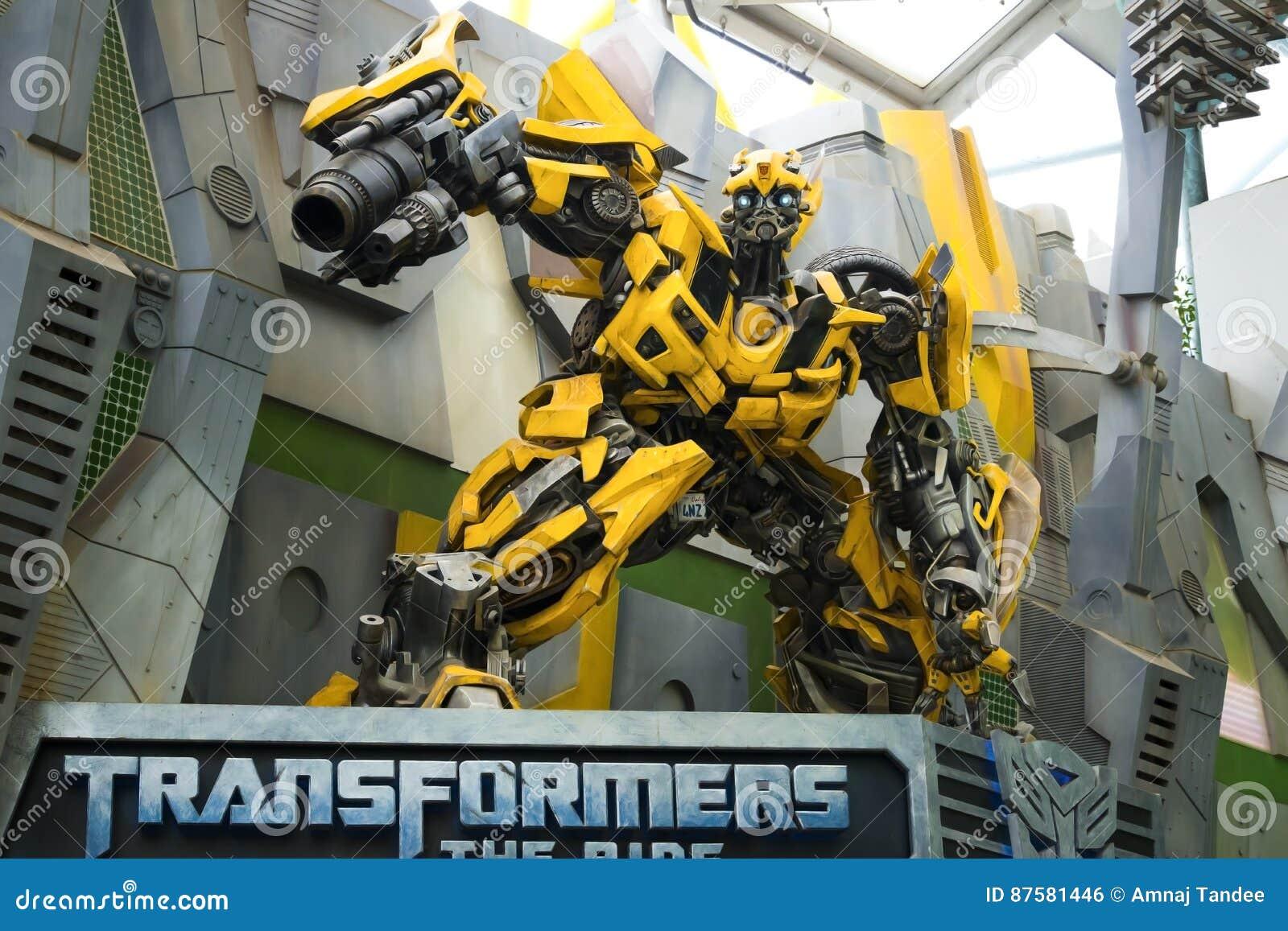 UNIVERSAL STUDIOS SINGAPORE - FEBRUARY 2 2017 : TRANSFORMERS model at Universal Studios Singapore