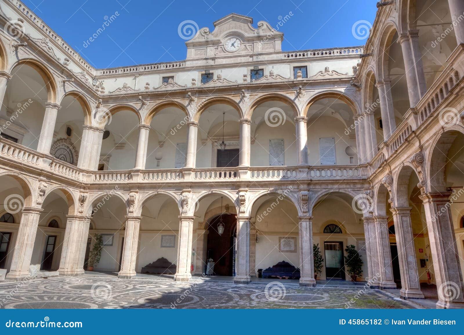 Universidade do pátio, Catania, Sicília, Itália
