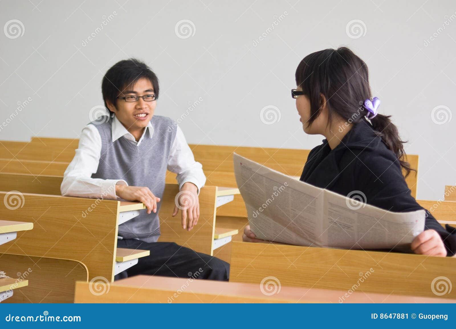 Uniwersyteccy azjatykci ucznie