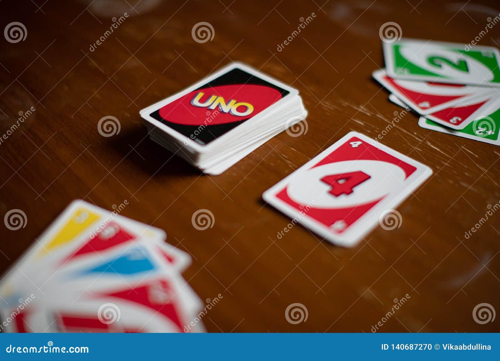 Uno到处在桌上驱散的游戏卡甲板  美国打牌