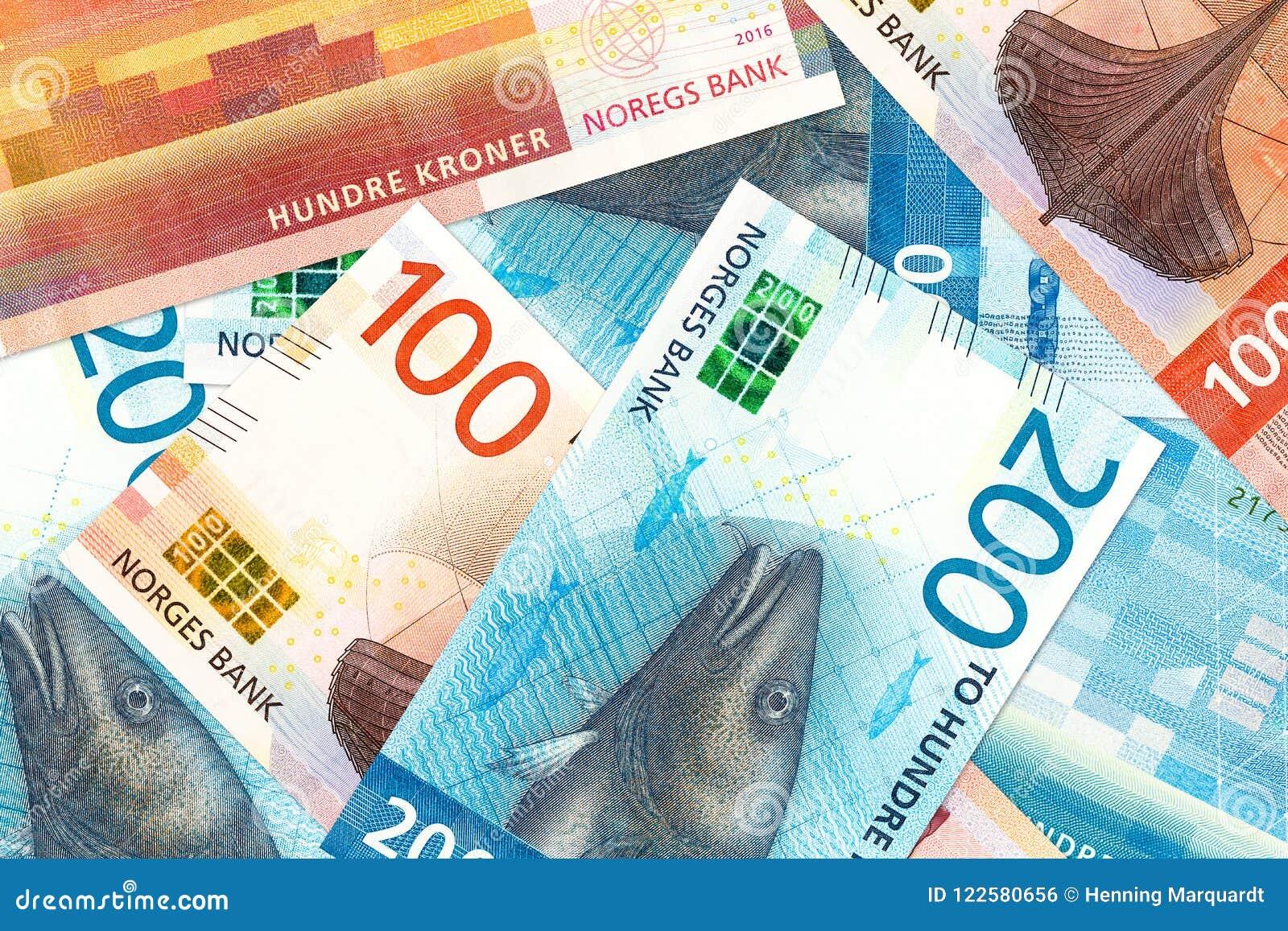 Unos nuevos 100 y 200 billetes de banco de la corona noruega