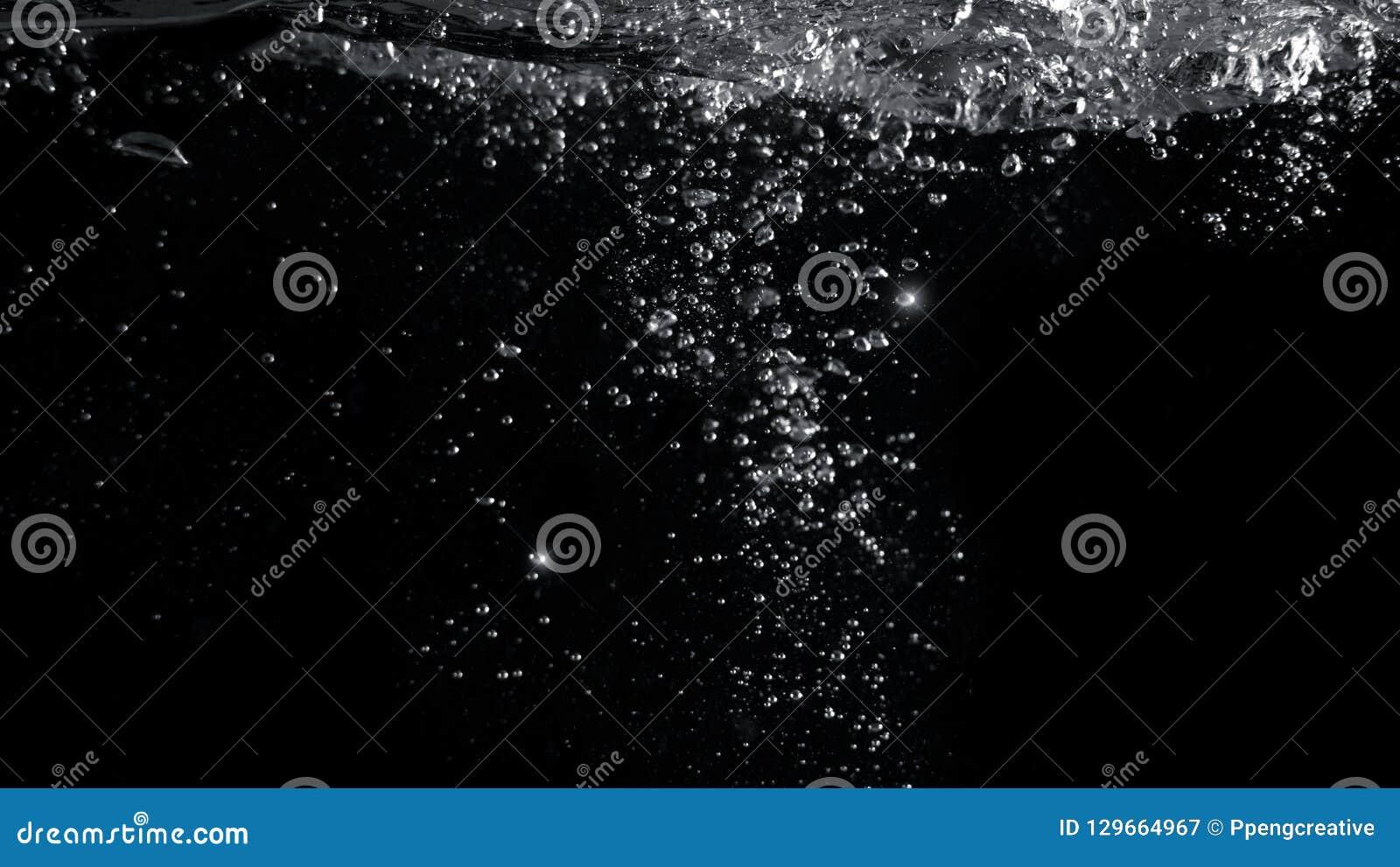 Unscharfe Bilder von den Nahaufnahmesodablasen, die oben sprudeln