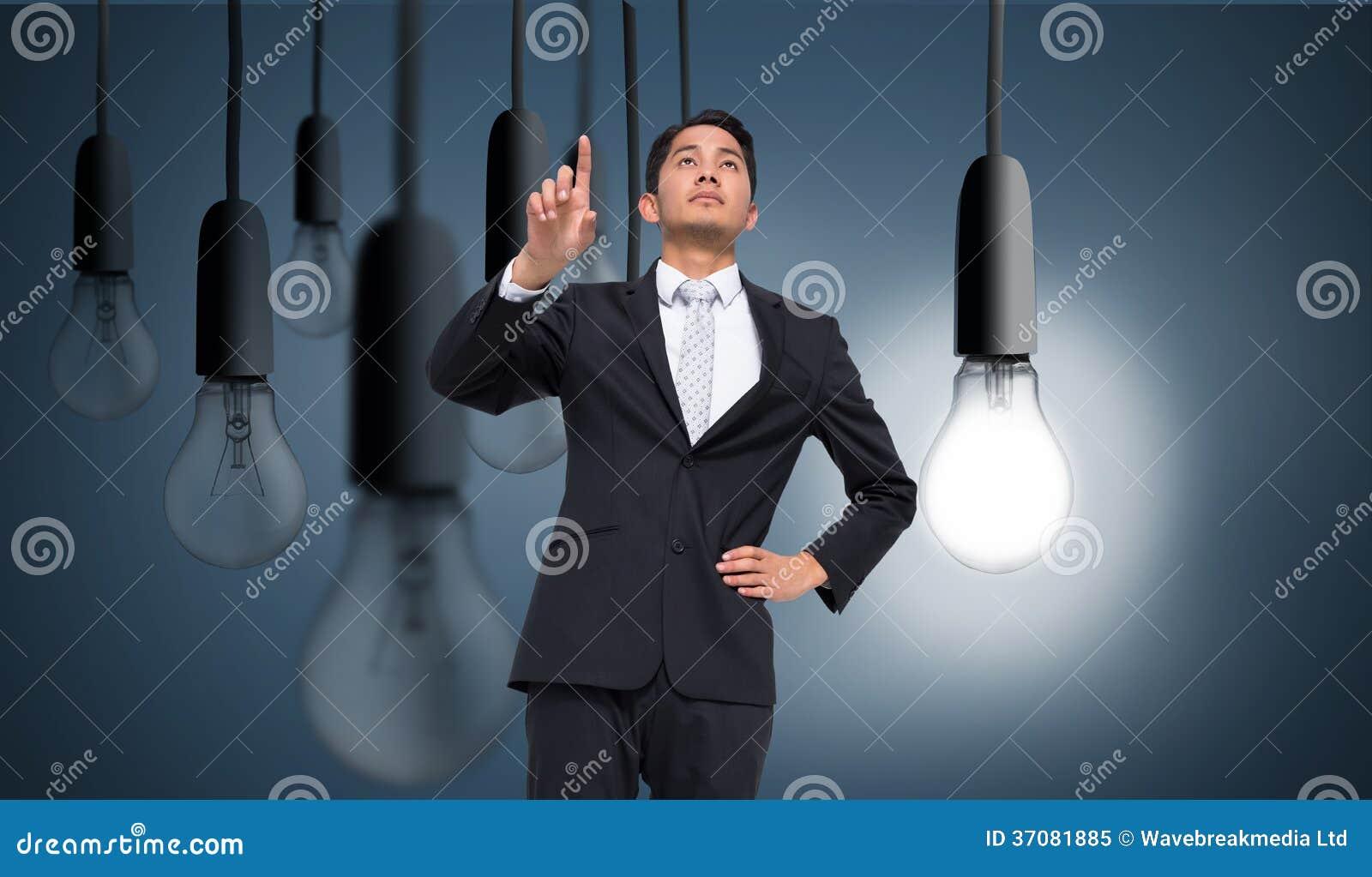 Download Unsmiling Azjatykci Biznesmena Wskazywać Obraz Stock - Obraz złożonej z świecący, jeden: 37081885