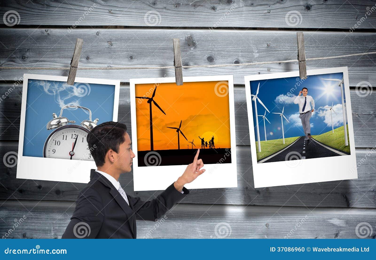 Download Unsmiling Azjatykci Biznesmena Wskazywać Zdjęcie Stock - Obraz złożonej z sposób, jaskrawy: 37086960
