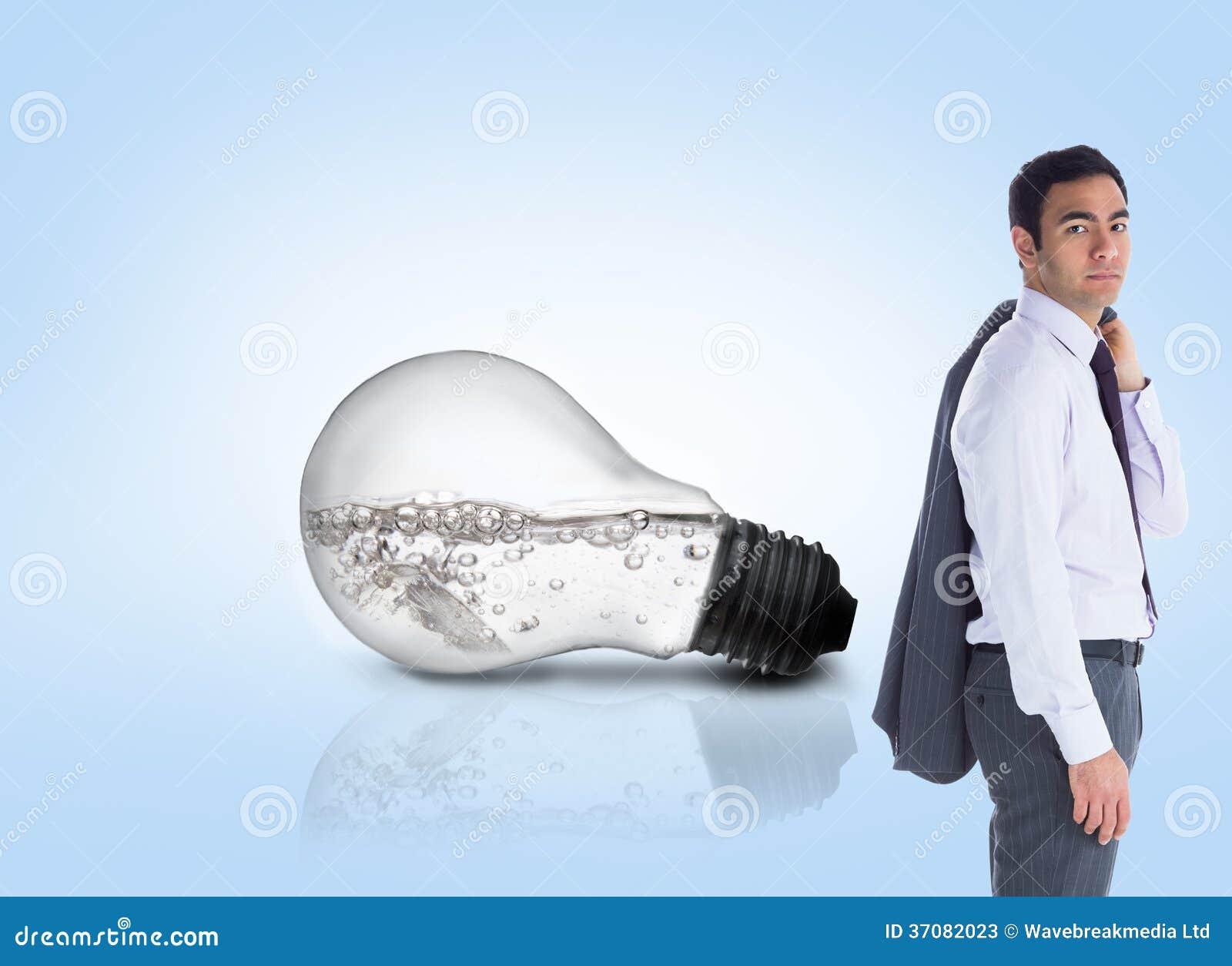 Download Unsmiling Biznesmen Pozycja Obraz Stock - Obraz złożonej z mężczyzna, woda: 37082023