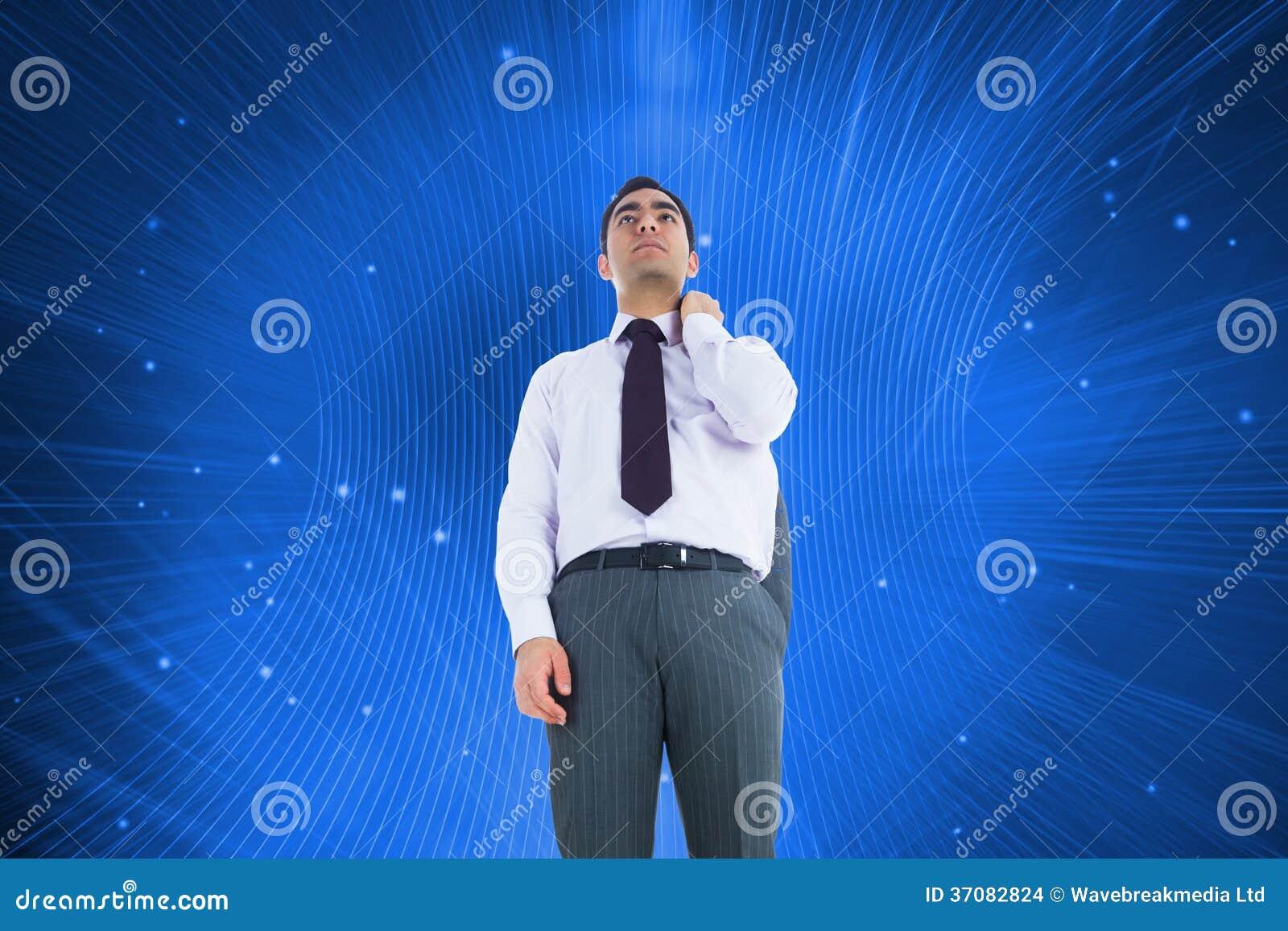 Download Unsmiling Biznesmen Pozycja Zdjęcie Stock - Obraz złożonej z gwiazdy, łuna: 37082824
