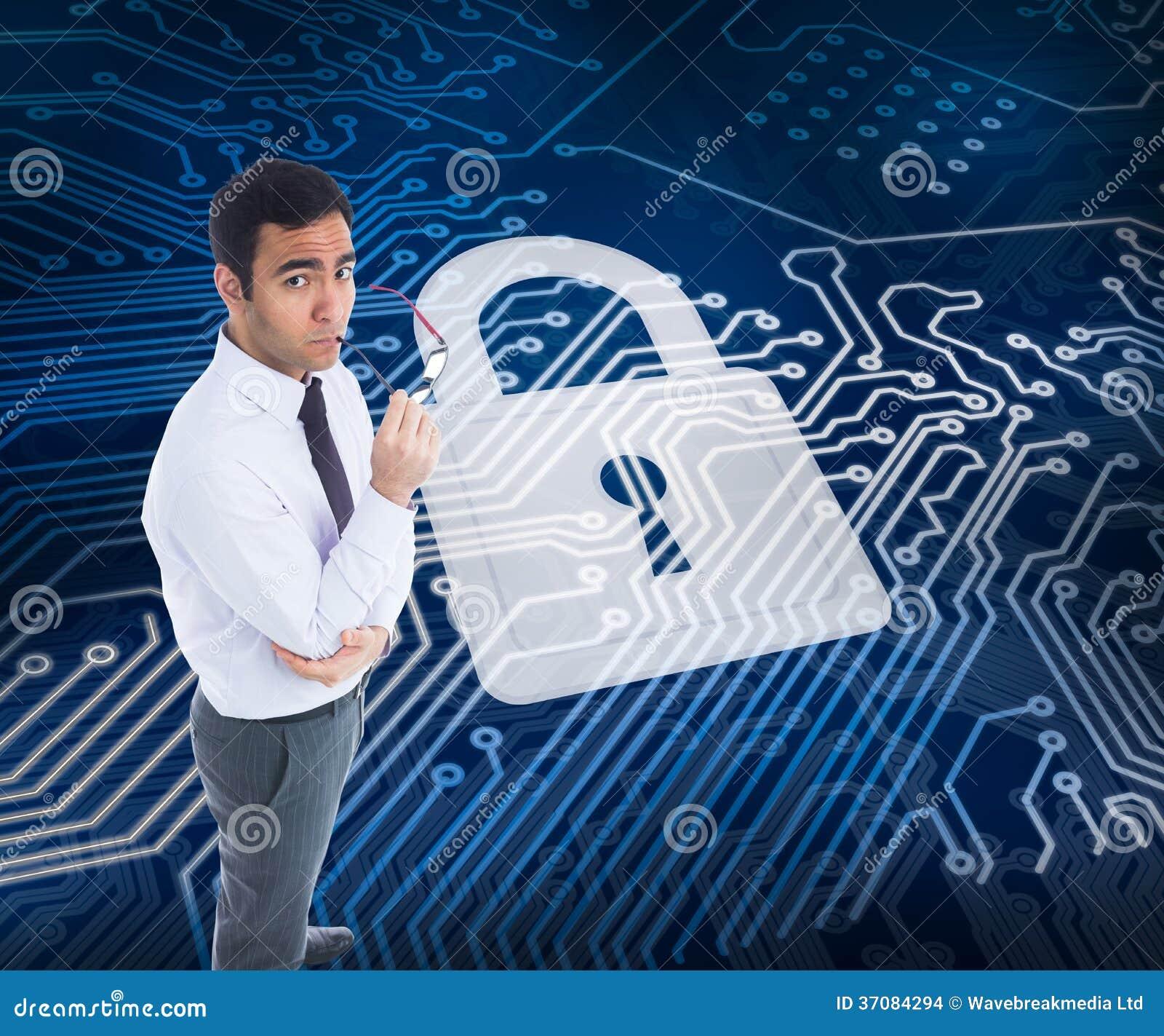 Download Unsmiling Biznesmen Trzyma Szkła Zdjęcie Stock - Obraz złożonej z digitalis, pokaz: 37084294