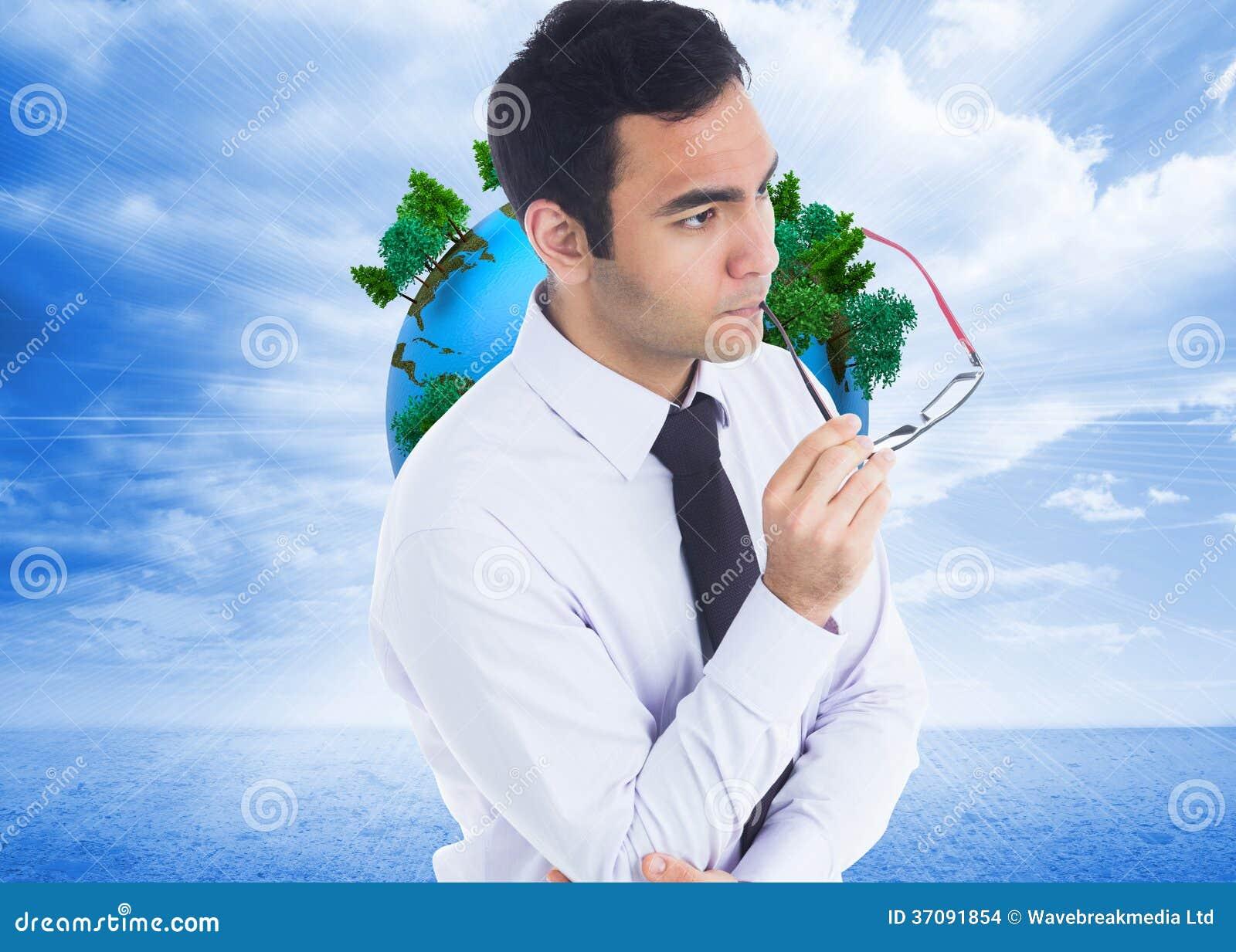 Download Unsmiling Biznesmen Trzyma Szkła Zdjęcie Stock - Obraz złożonej z osoba, koszula: 37091854