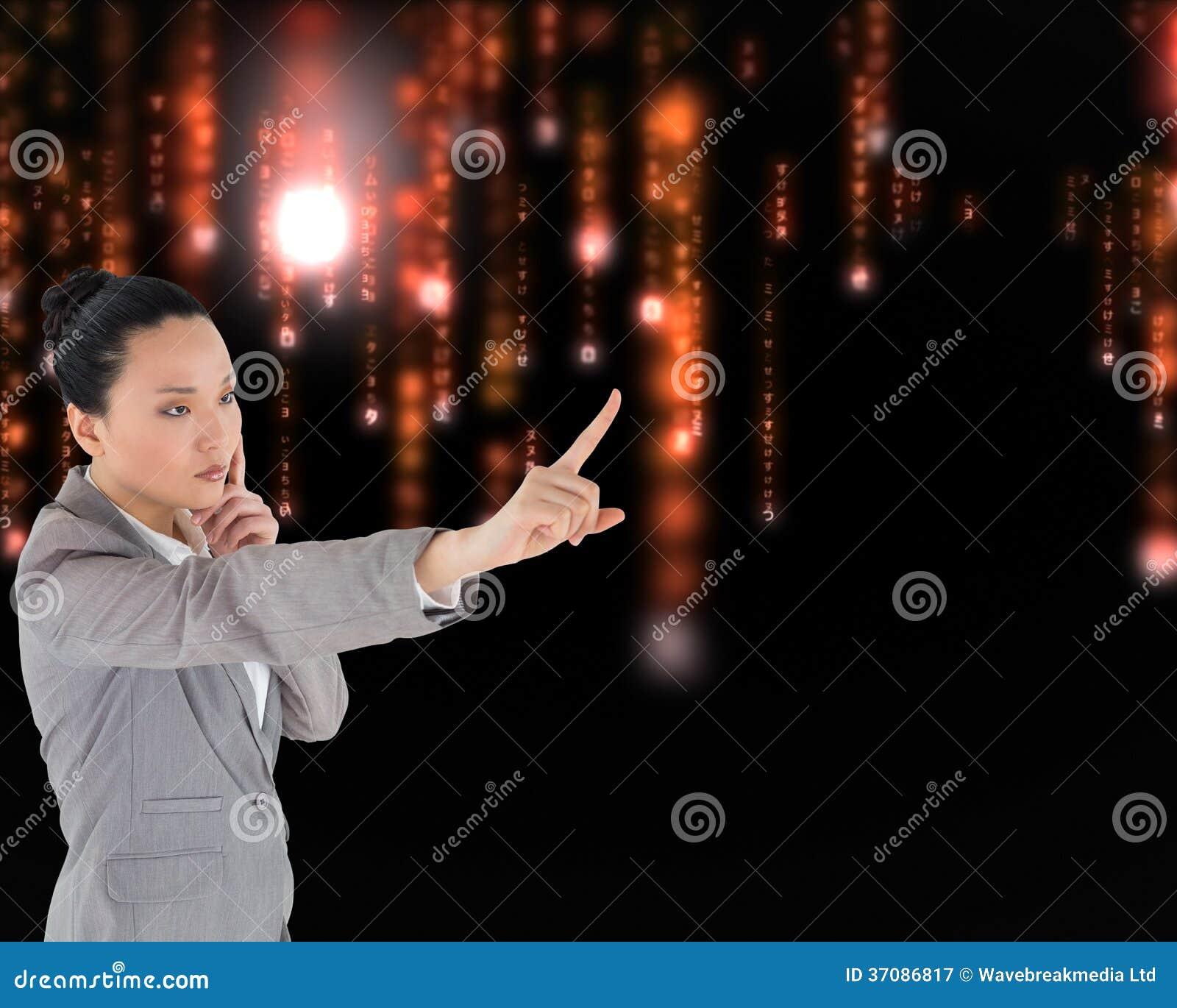 Download Unsmiling Myślący Azjatykci Bizneswomanu Wskazywać Obraz Stock - Obraz złożonej z informacja, wytwarza: 37086817