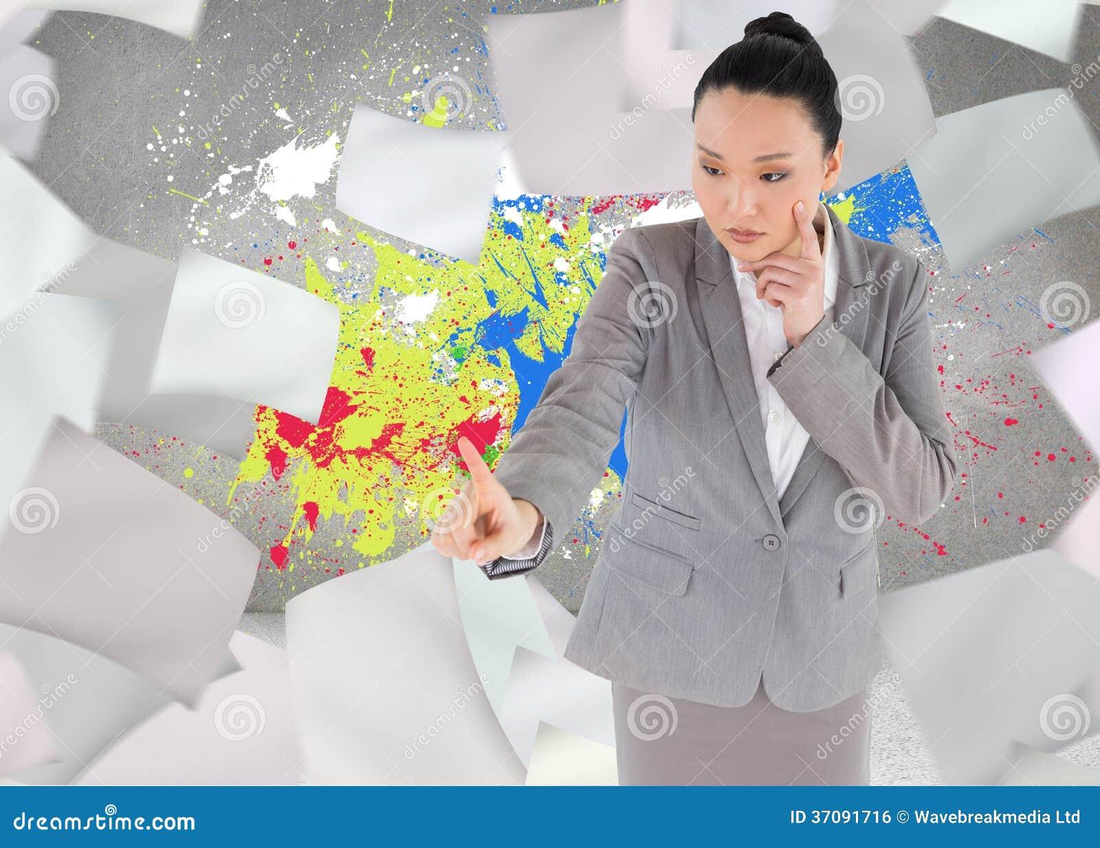 Download Unsmiling Myślący Azjatykci Bizneswomanu Wskazywać Zdjęcie Stock - Obraz złożonej z jeden, ubierający: 37091716
