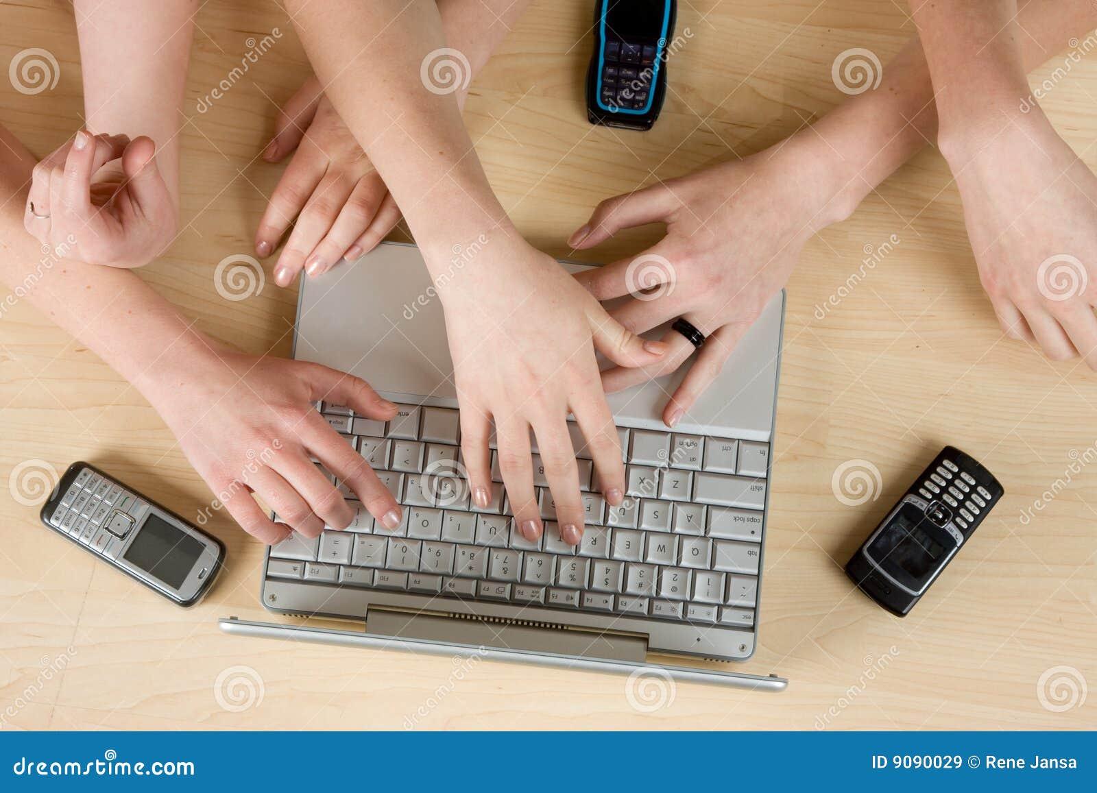 Unter Verwendung des Laptops