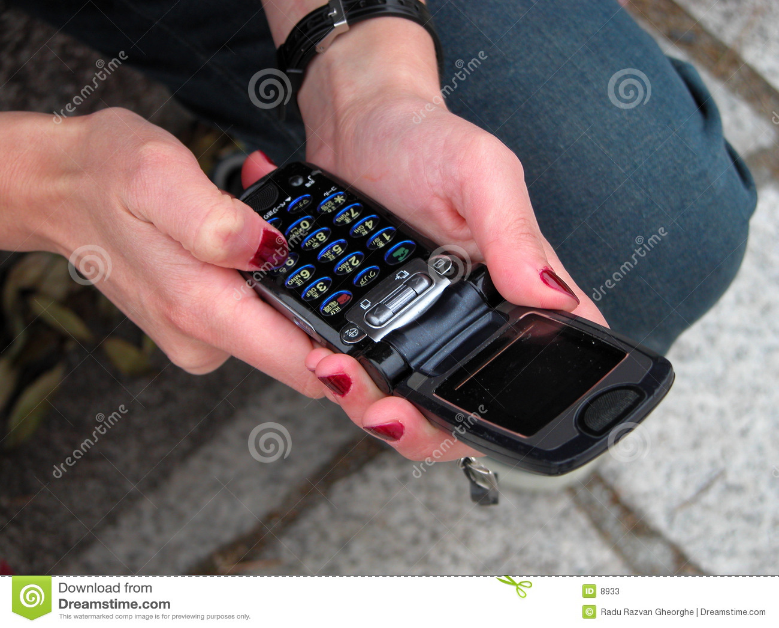Unter Verwendung eines handlichen Telefons