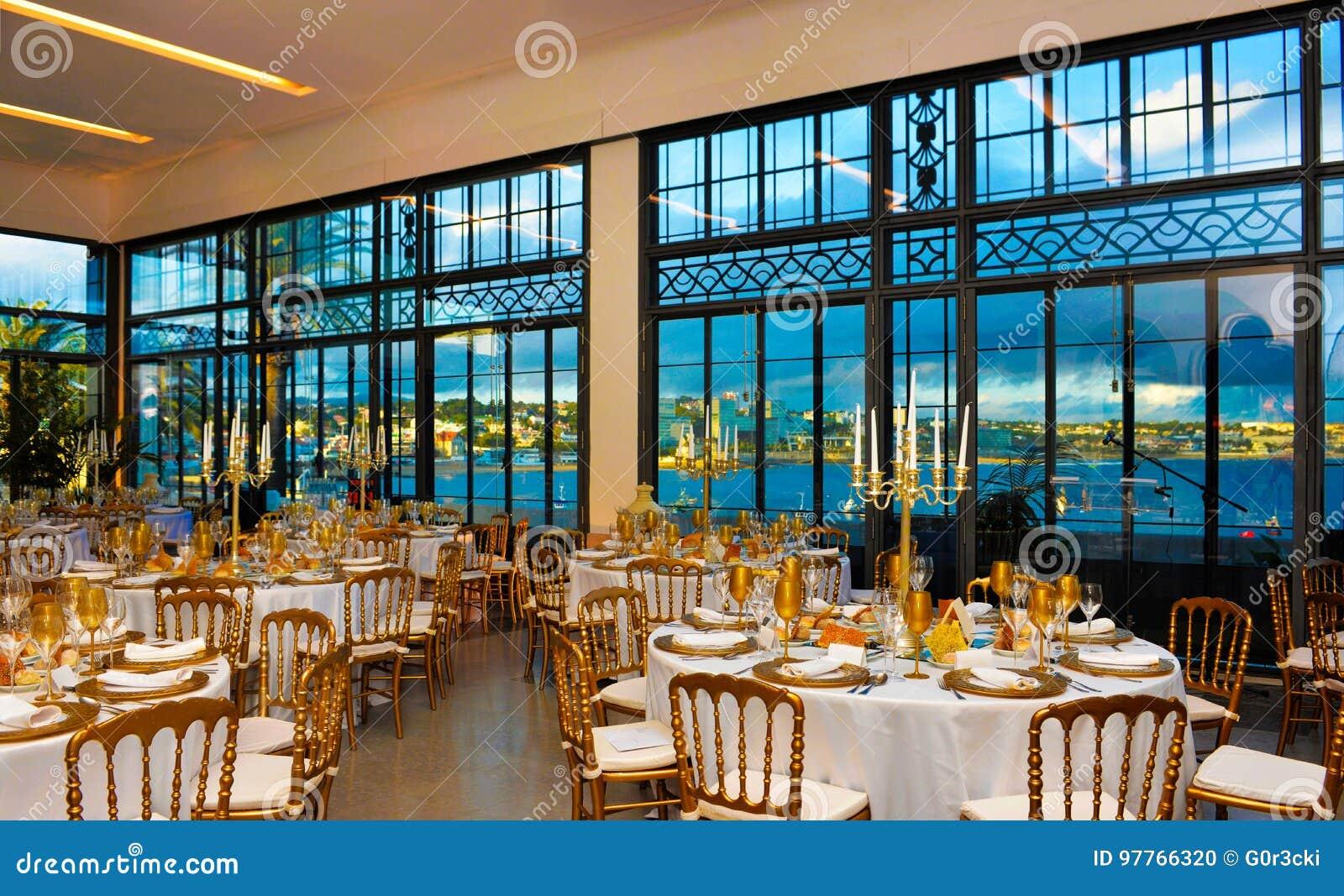 Unternehmensereignis Abendessen Mit Seebucht Ansicht