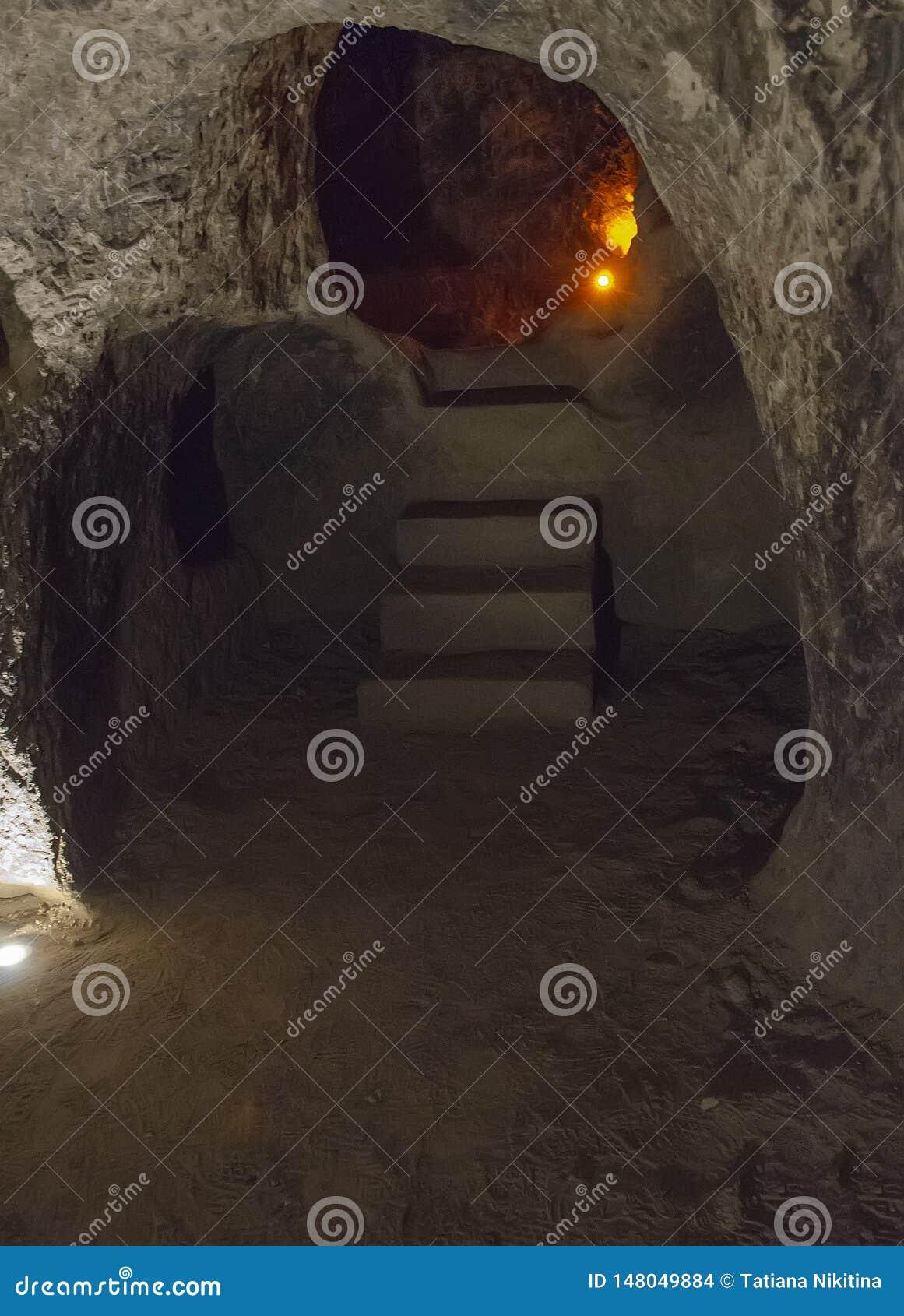 Untertagestadt Derinkuyu ist eine alte mehrstufige Höhlenstadt in Cappadocia, die Türkei