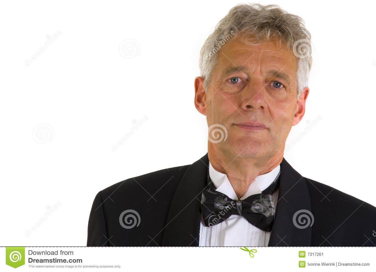 Uomo anziano in smoking