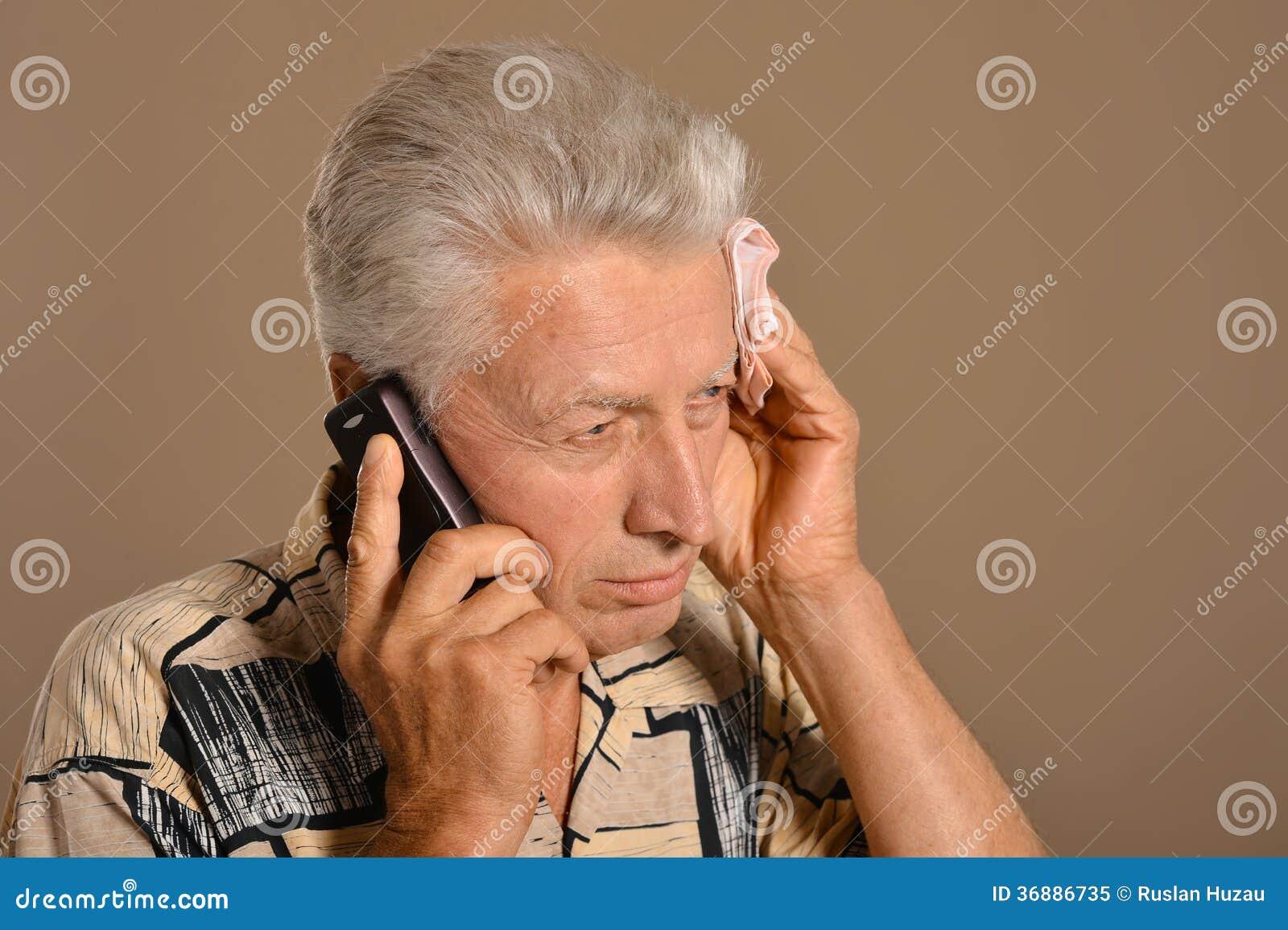 Download Uomo anziano triste immagine stock. Immagine di sano - 36886735