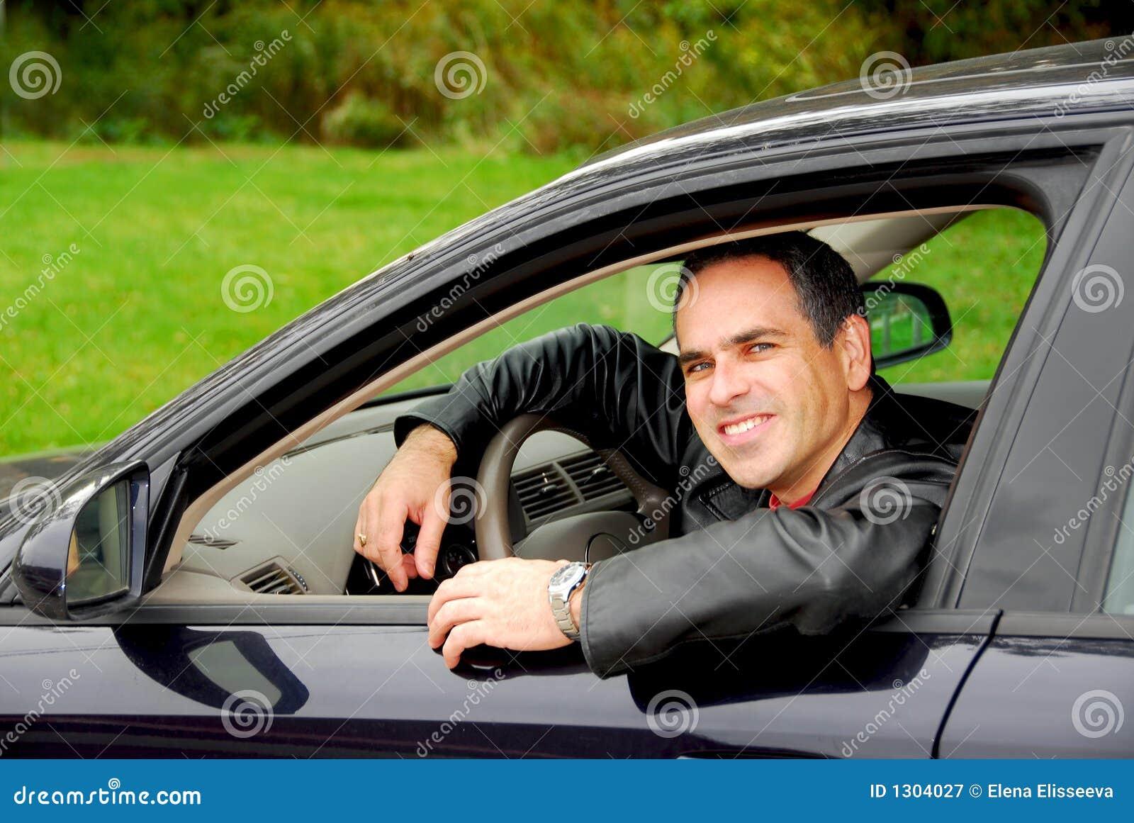 Uomo in automobile