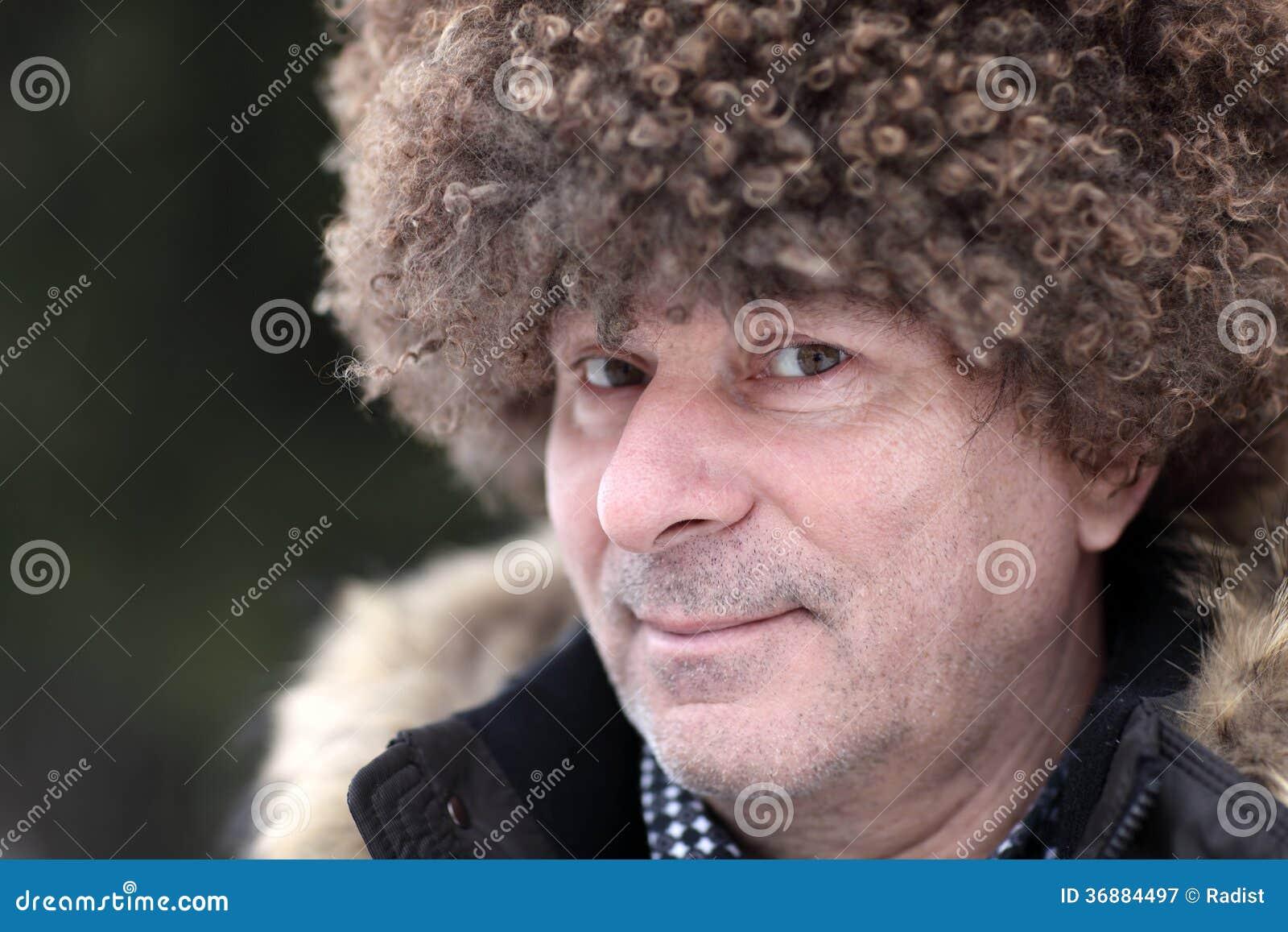 Download Uomo In Cappello Caucasico Marrone Immagine Stock - Immagine di cappotto, faccia: 36884497