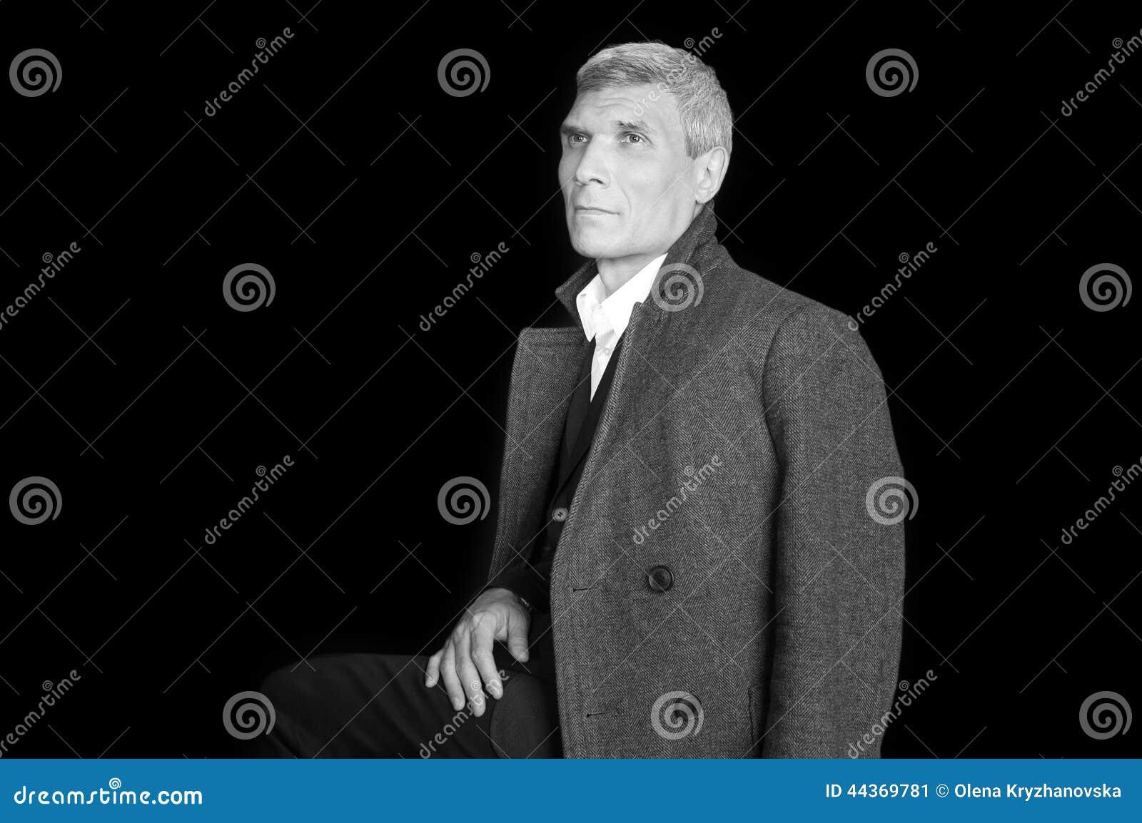 Uomo in cappotto
