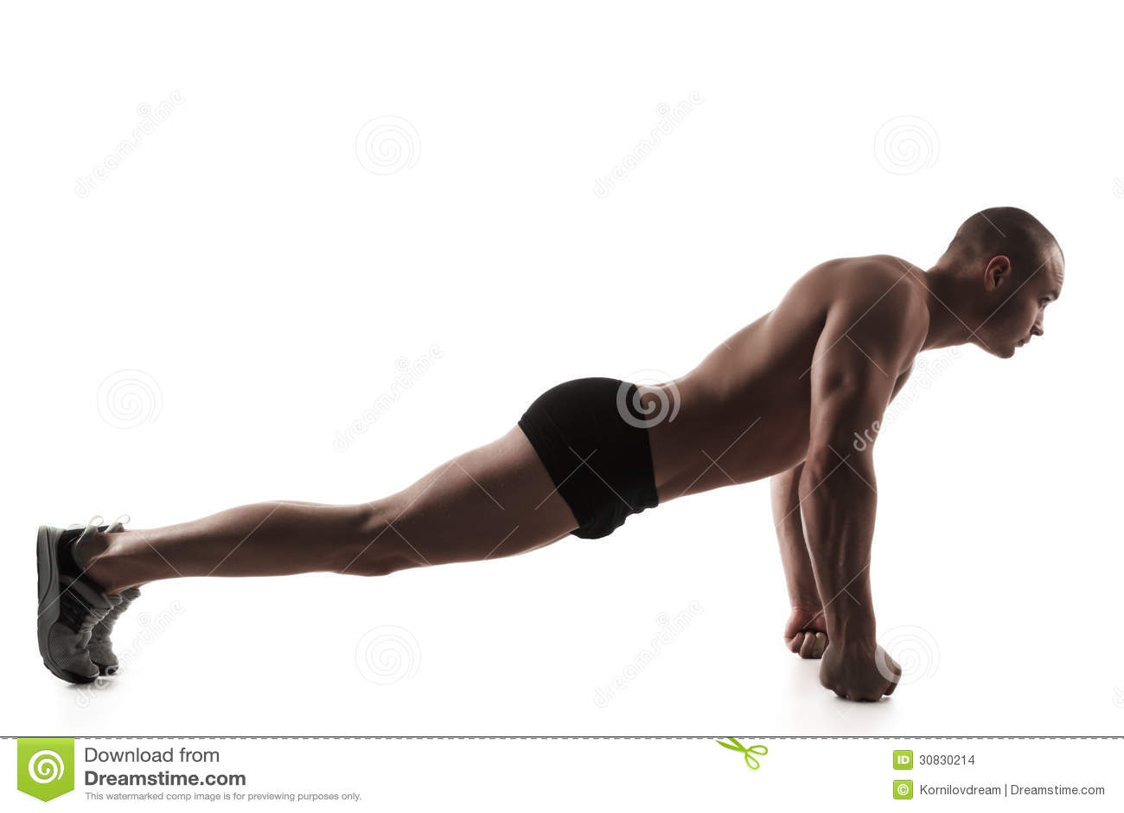 Uomo che si esercita di spinta-UPS sui pugni