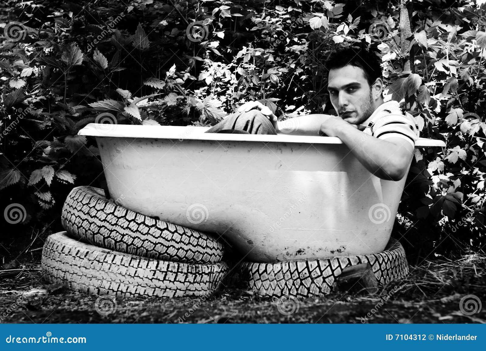 Uomo In Vasca Da Bagno.Uomo Che Si Siede Nella Vasca Da Bagno Fotografia Stock Immagine