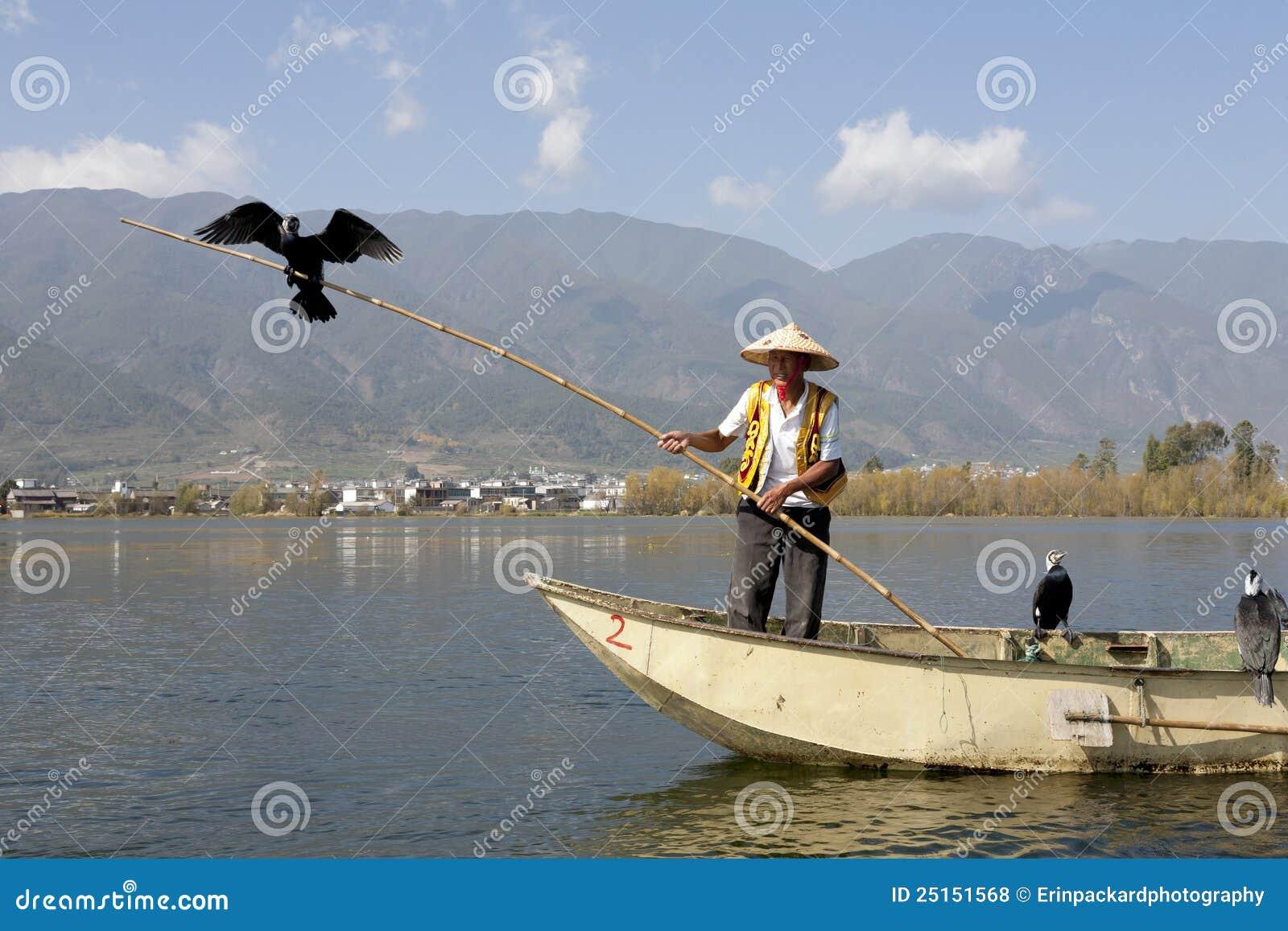 Uomo cinese di Bai con il Cormorant