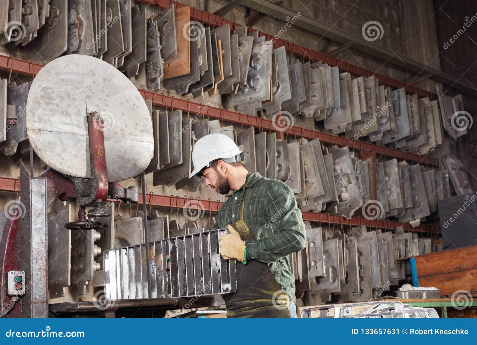 Uomo come lavoratore di metallurgia