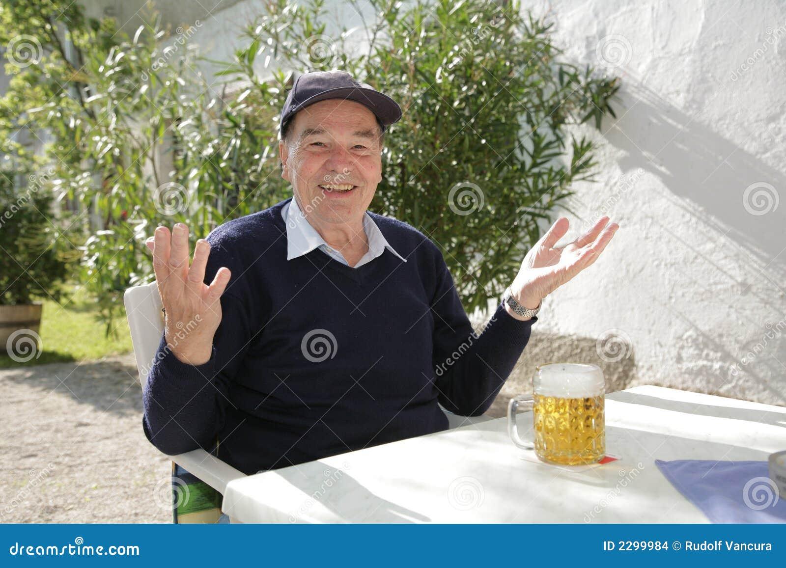 Uomo con birra
