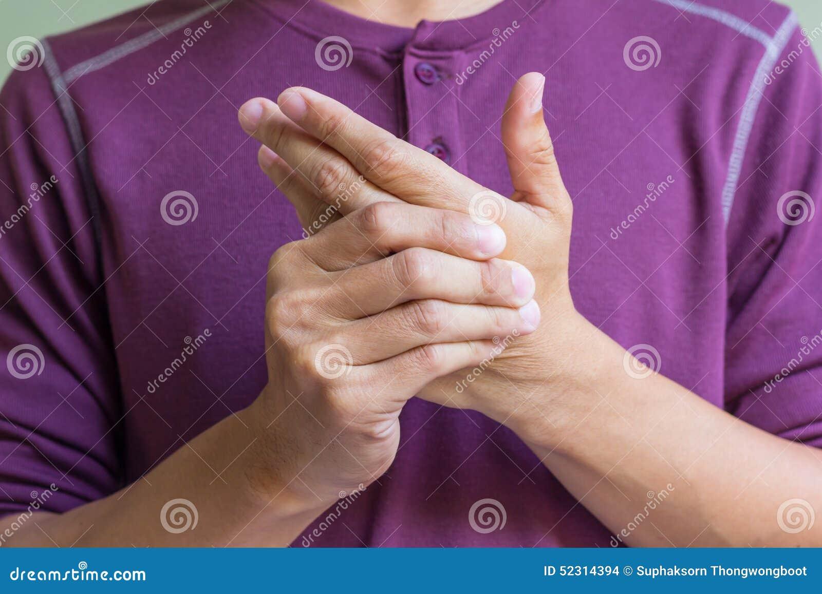 Uomo con dolore della mano