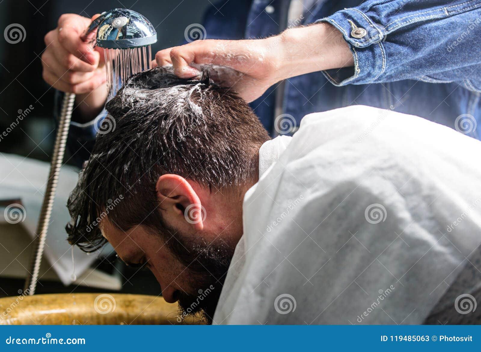 Spalle Sulle Uomo E Con La L'asciugamano Barba Mani Baffi xwqfPq0H