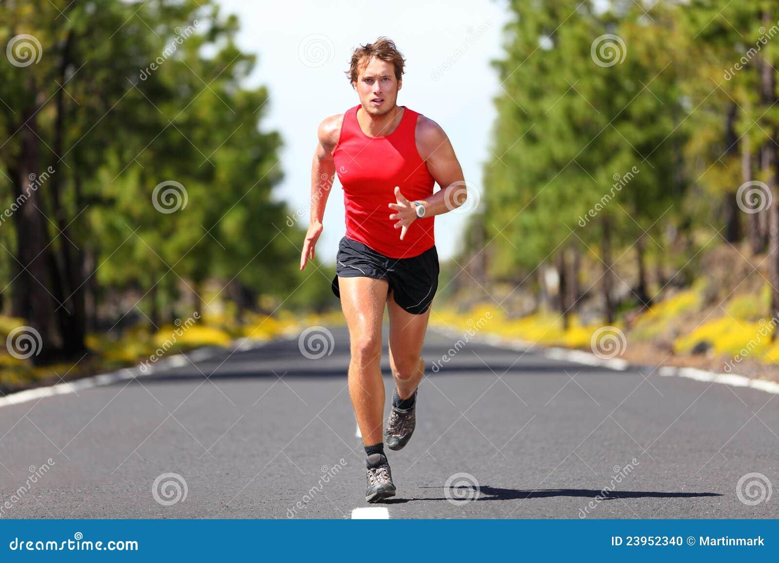 Uomo corrente di sport di forma fisica