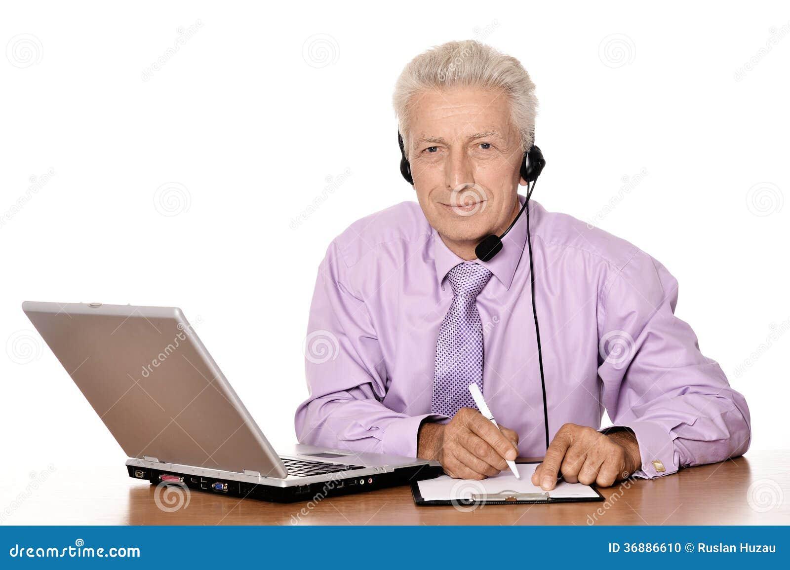 Download Uomo D'affari Anziano Che Lavora Con Il Taccuino Fotografia Stock - Immagine di laptop, businesswoman: 36886610