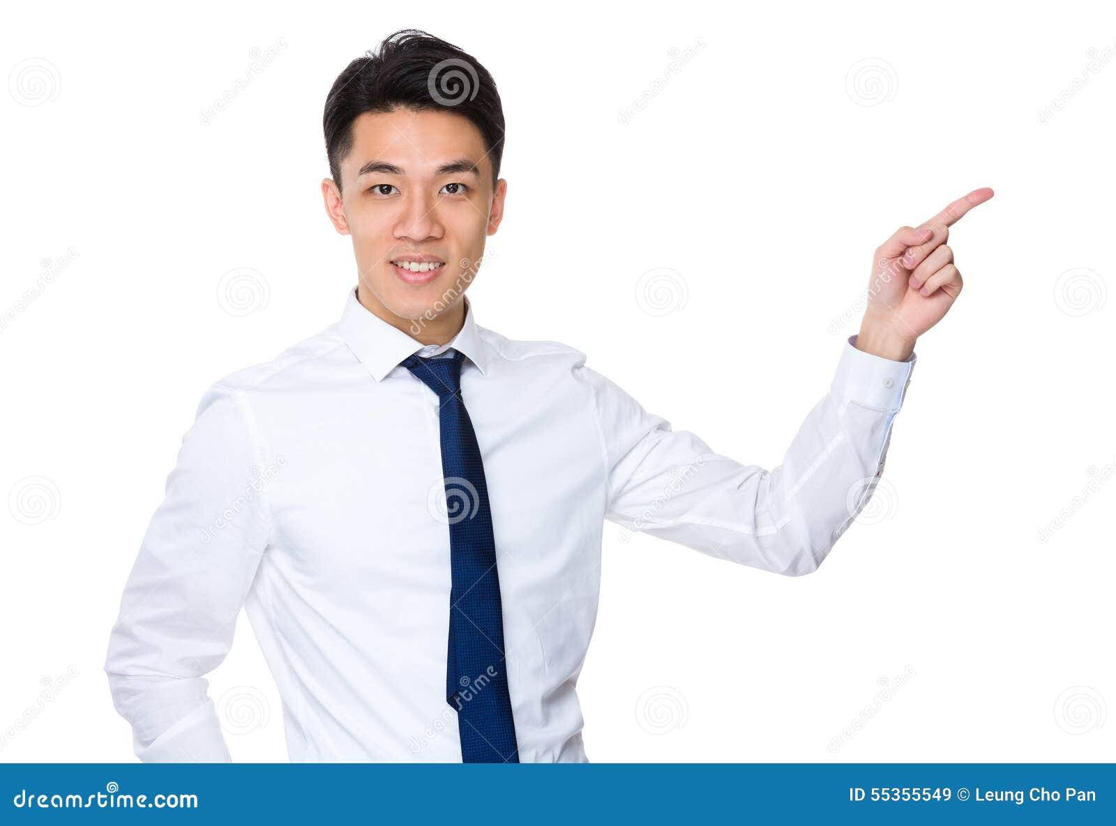 Uomo d affari asiatico con il punto del dito su
