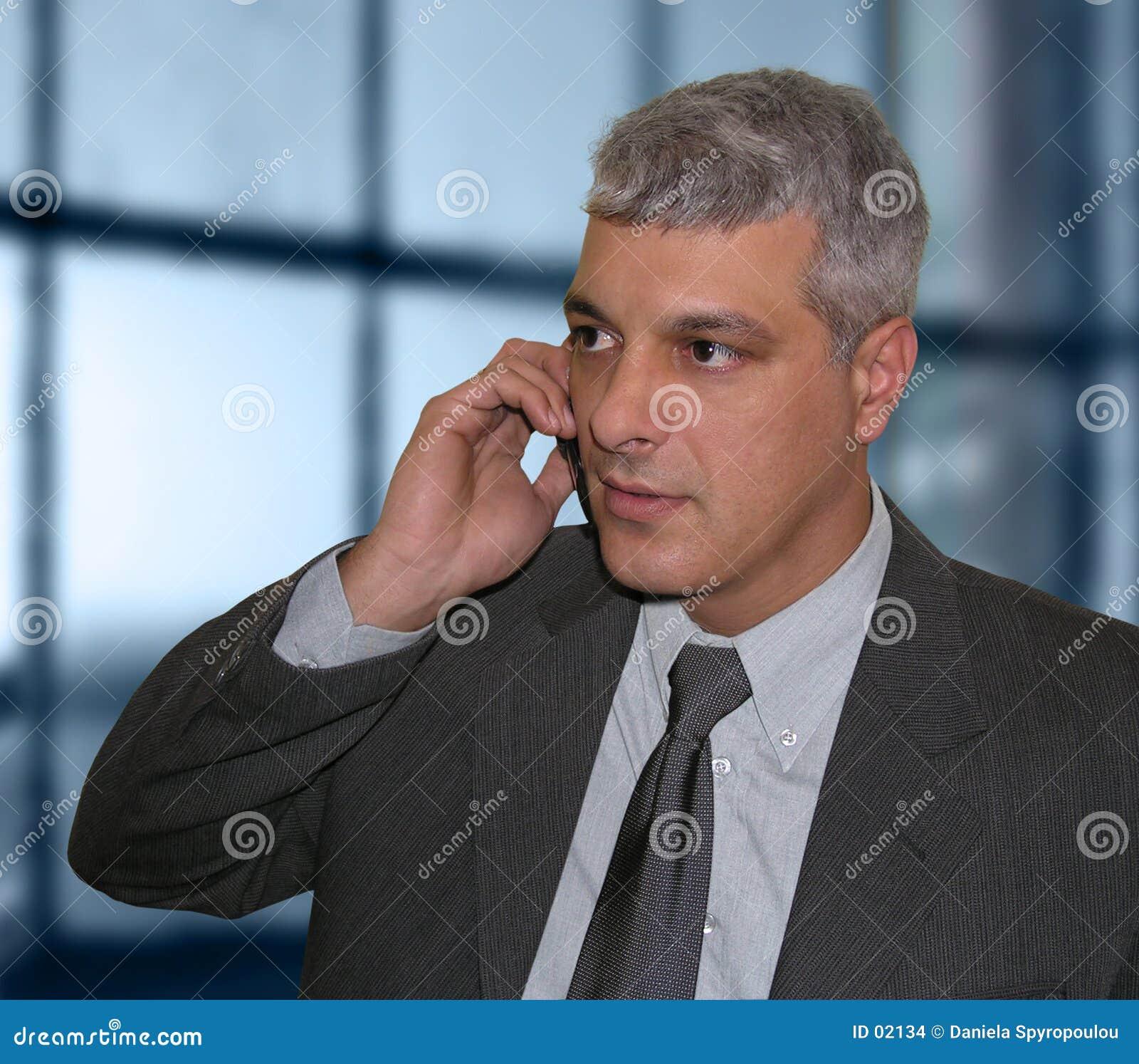 Download Uomo D'affari Che Comunica Sul Telefono Fotografia Stock - Immagine di concetti, esecutivo: 2134